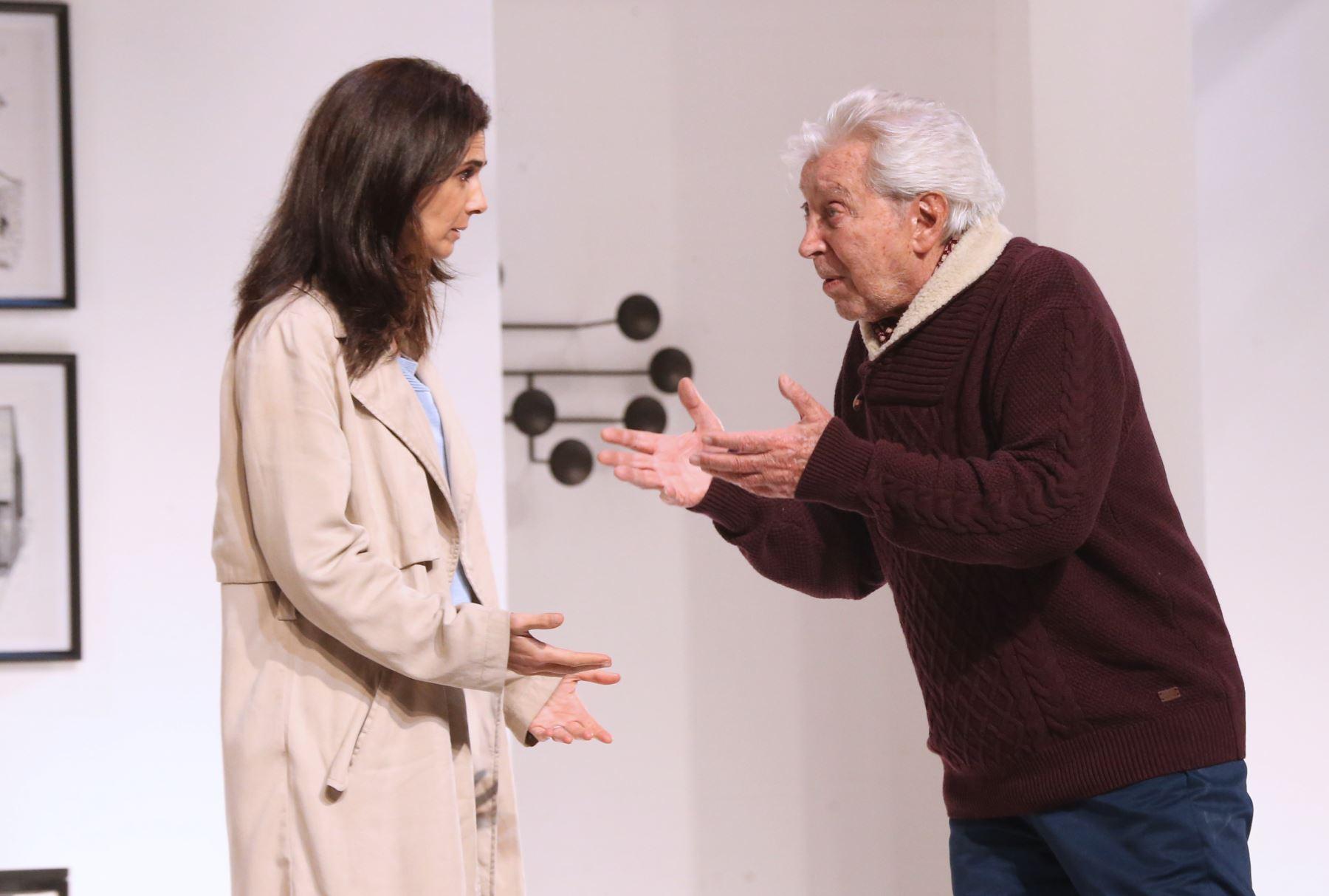 Osvaldo Cattone presenta la obra El regreso de el padre  en el Teatro Marsano Foto: ANDINA/Norman Córdova