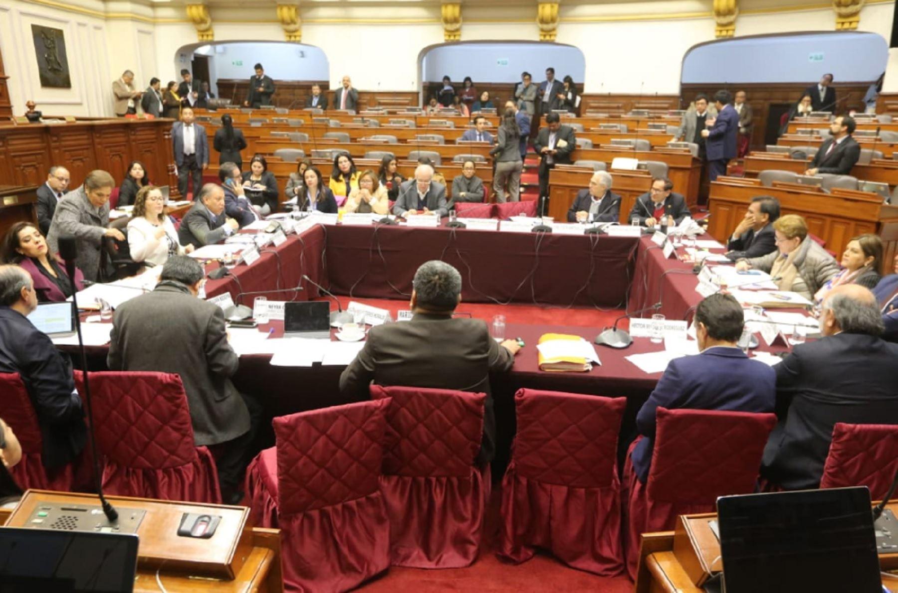 Constitución aprueba elecciones internas solo con militantes para partidos inscritos