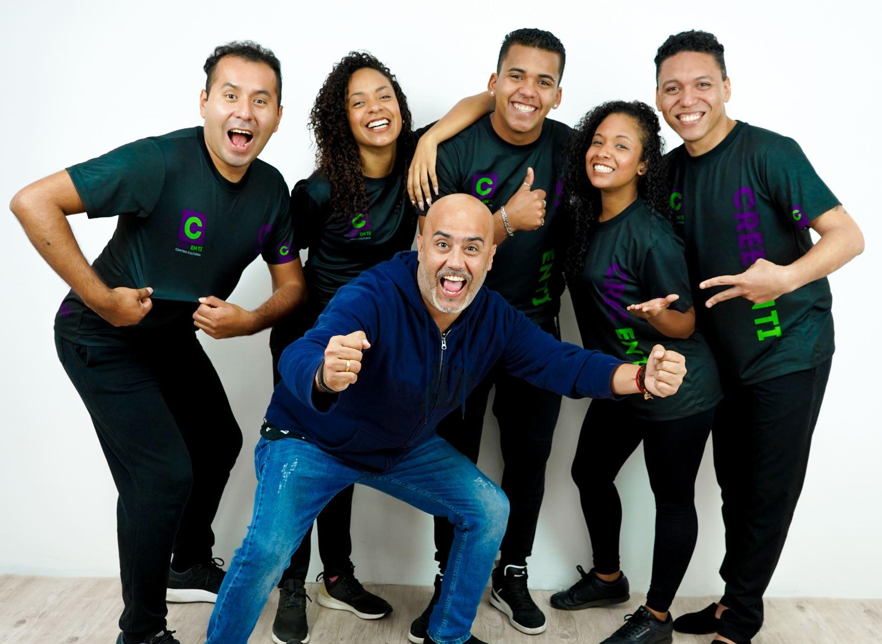 """Marco Romero y el equipo con el que sacará adelante """"Creo en ti""""."""