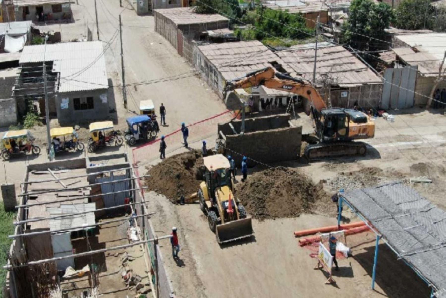 La Autoridad para la Reconstrucción con Cambios (ARCC) gestionó la transferencia de más de 74 millones de soles para financiar obras de reconstrucción en diez regiones del país, que serán ejecutadas por 26 gobiernos locales y los ministerios de Salud y de Vivienda, Construcción y Saneamiento.