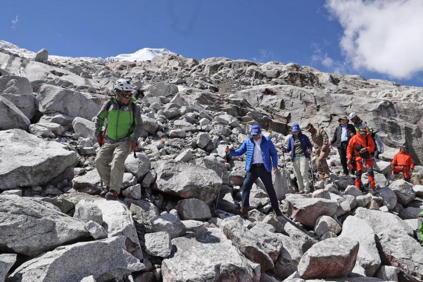 El presidente Martín Vizcarra acompaña a los miembros de la expedición científica que investigarán el nevado Huascarán. Foto: ANDINA/Prensa Presidencia