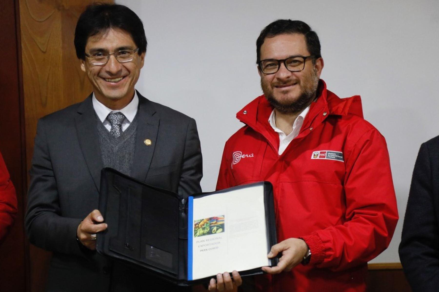 Ministro de Comercio Exterior y Turismo, Edgar Vásquez; y gobernador regional de Cusco, Jean Benavente, presentan Plan Regional Exportador (PERX) Cusco. ANDINA/Difusión