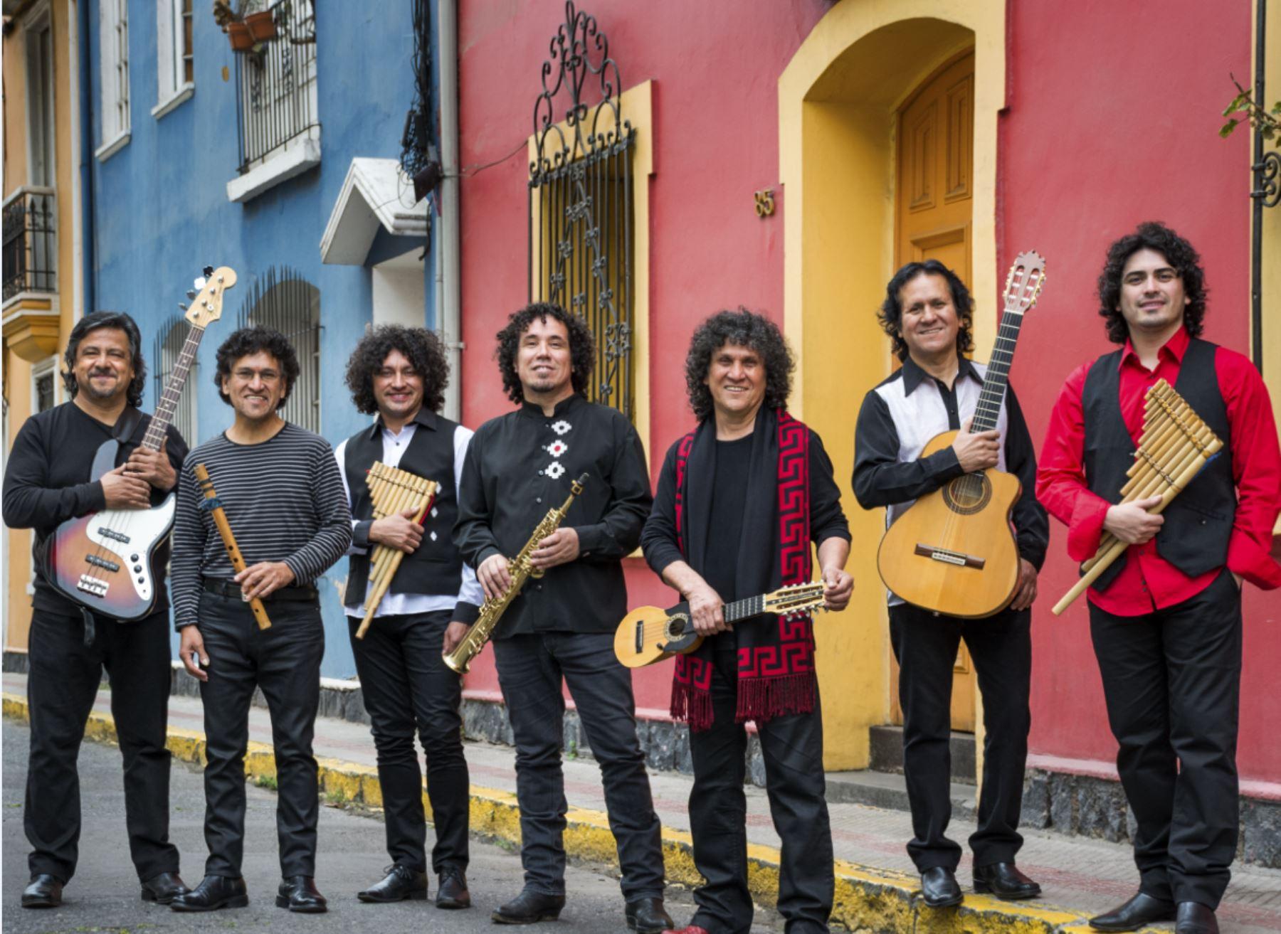 El septeto Illapu se formó en Antofagasta, en el seno de la familia Márquez Bugueño..