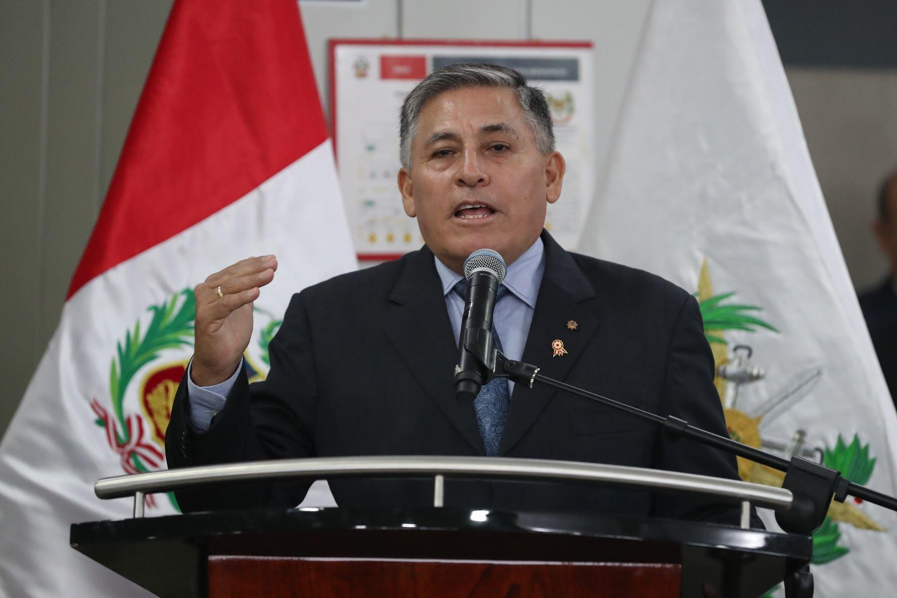 Ministro de Defensa, Jorge Moscoso Flores continuará el compromiso de pacificar el VRAEM al 2021. Foto: MINDEF