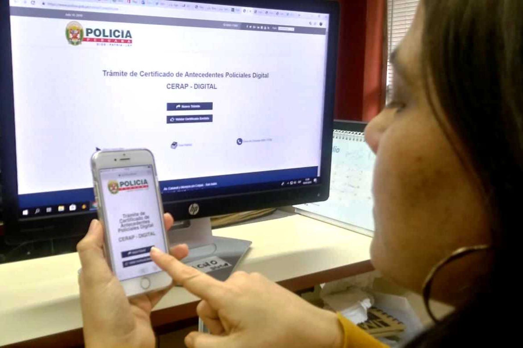 ¡Atención! Ahora puedes obtener tu Certificado de Antecedentes Policiales Digital desde tu celular. Foto: ANDINA.