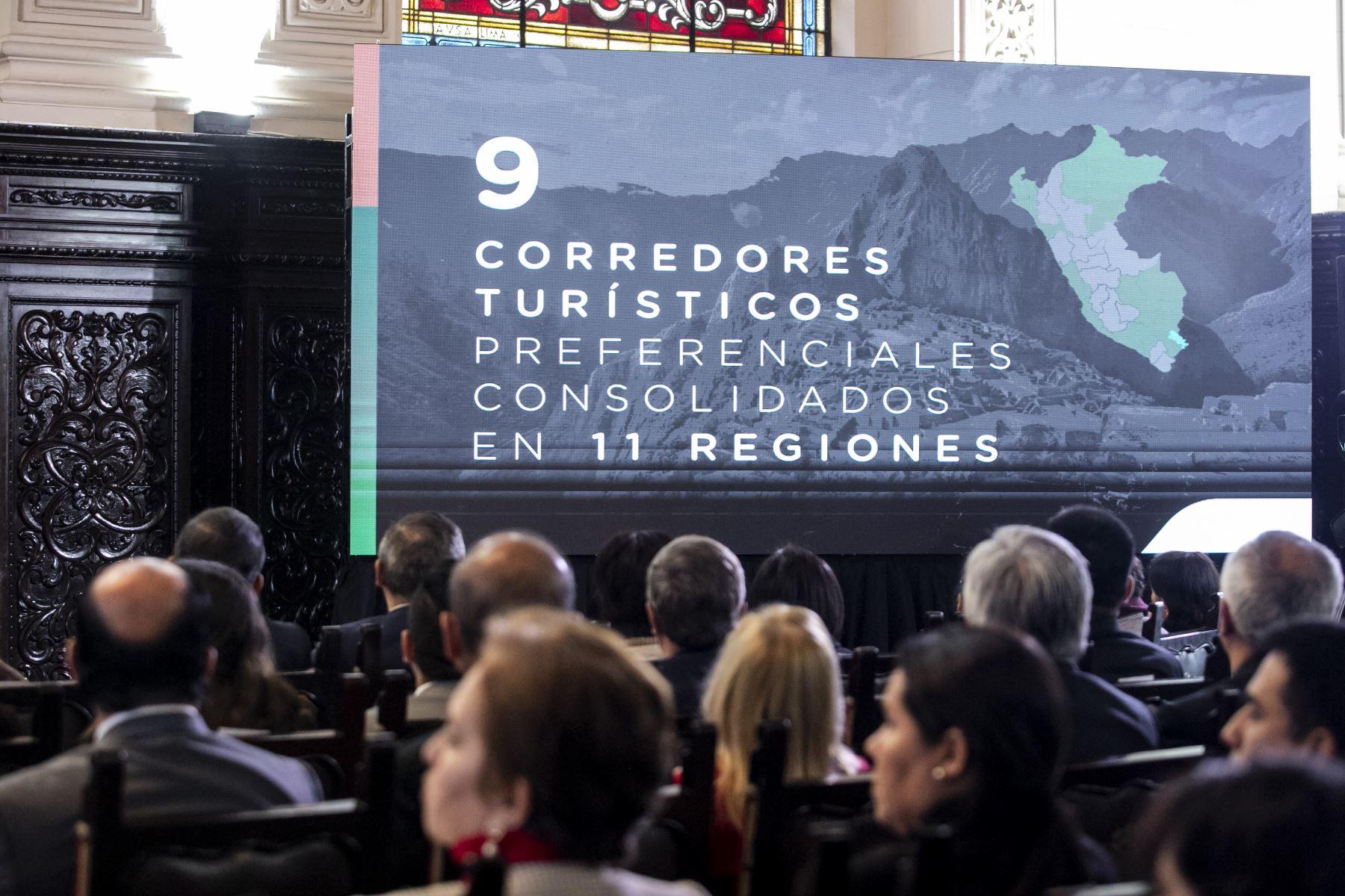 Jefe de estado preside suscripción de contrato para la ejecución del proyecto de creación de banda ancha para las regiones de Ancash, Arequipa, La Libertad, San Martín. Luego se realizó el lanzamiento del programa Turismo Seguro. Foto: ANDINA/Prensa Presidencia
