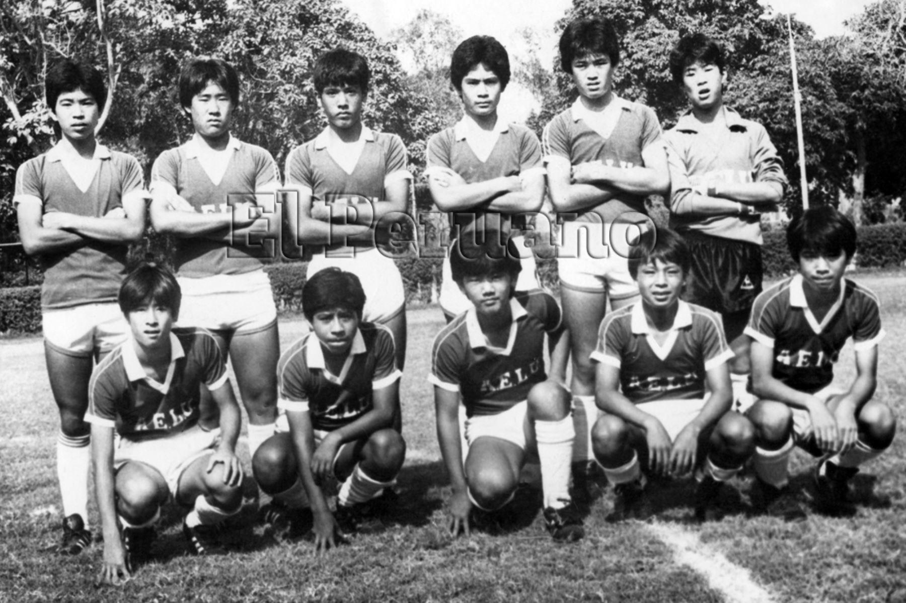 Lima - abril 1987 / Equipo de fútbol de la categoría 72 de Asociación Estadio la Unión - AELU.