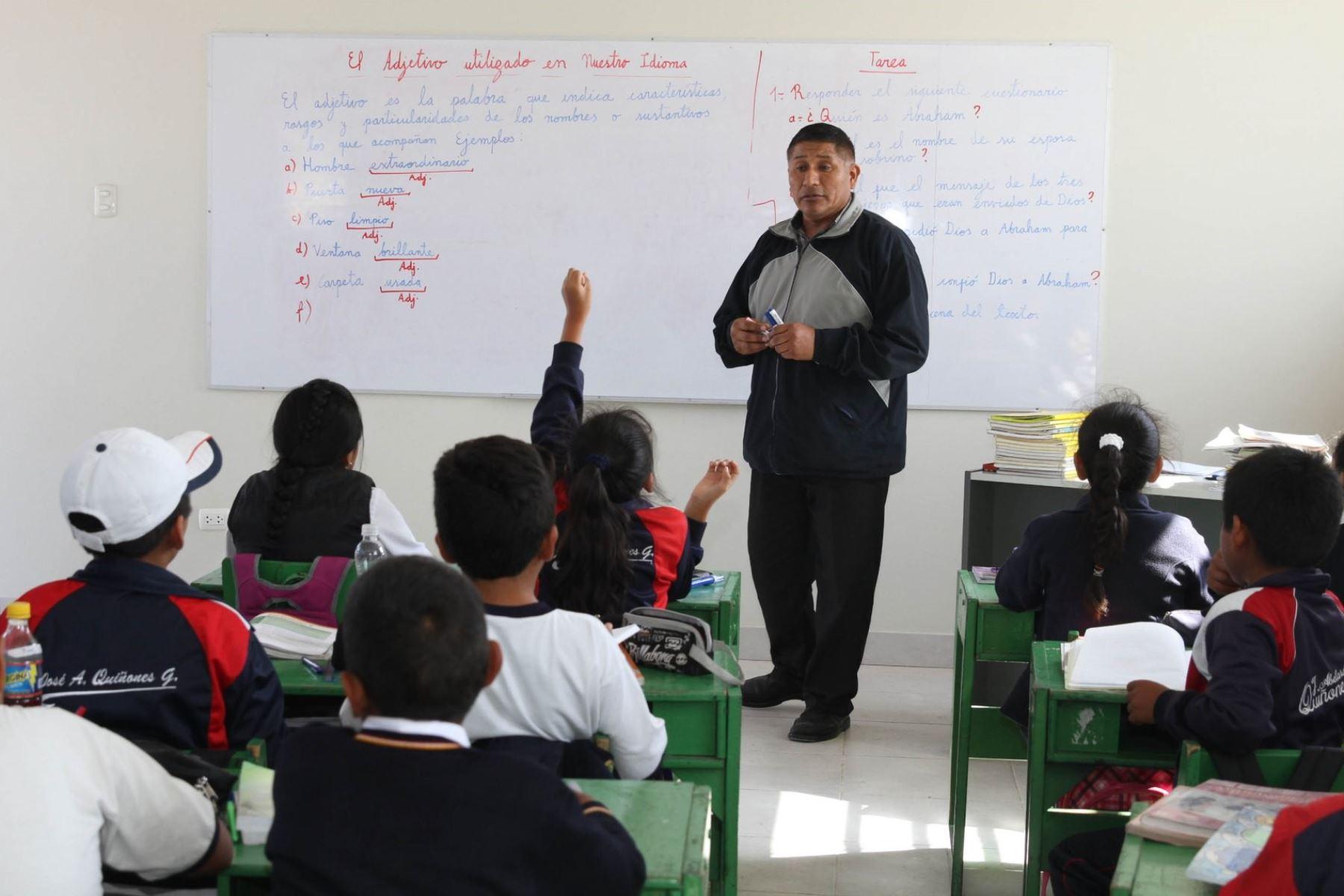 Las clases en los colegios del valle de Tambo se reiniciaron con una asistencia superior al 50 de alumnos. ANDINA/Archivo.