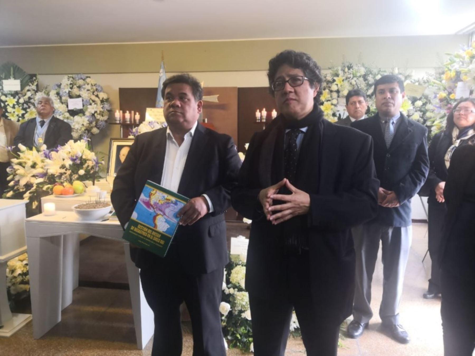 Hijos del sismólogo Julio Kuroiwa le rinden homenaje