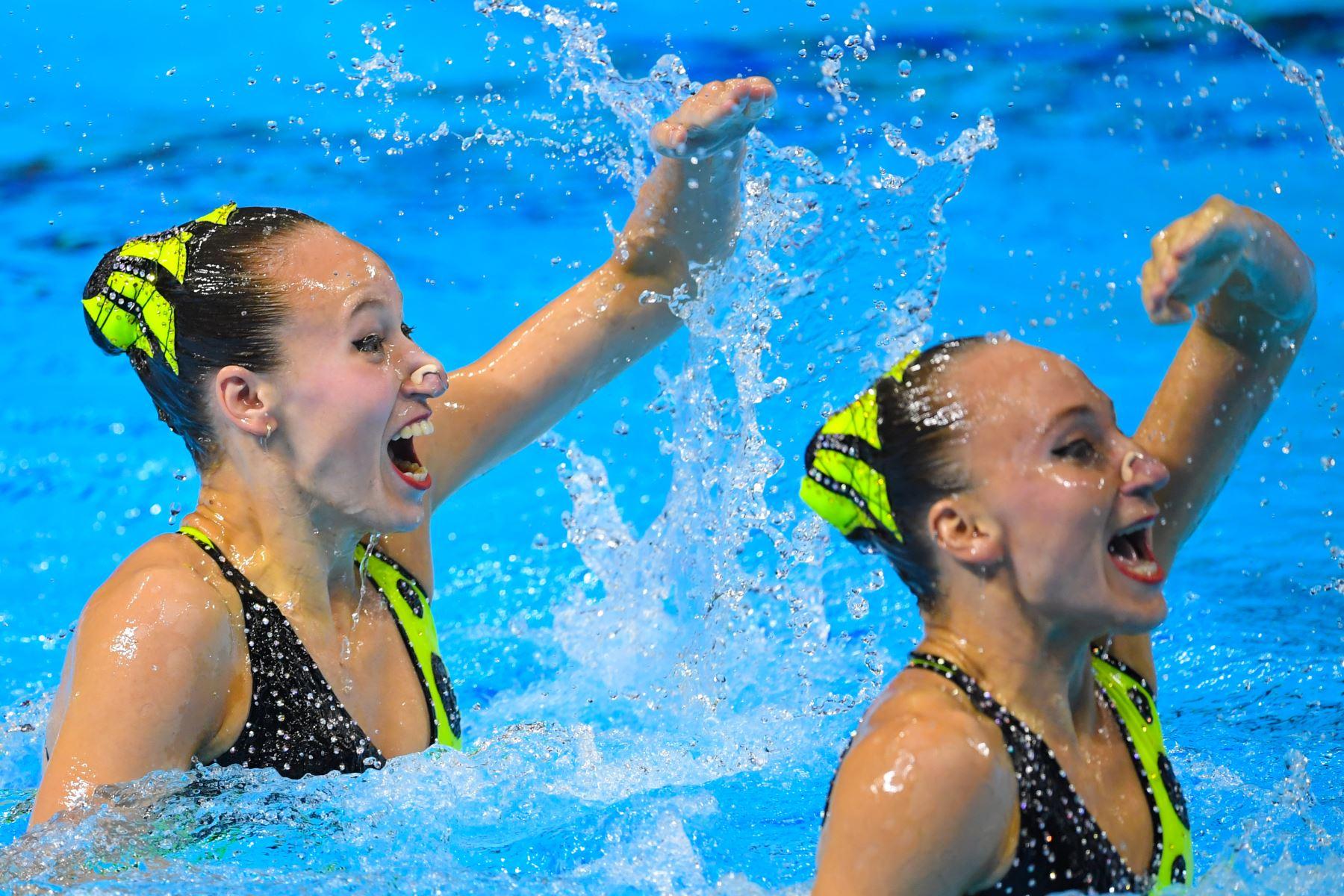 Eden Blecher y Shelly Bobritsky, de Israel, compiten en el evento técnico de natación artística durante el Campeonato Mundial 2019. Foto: AFP