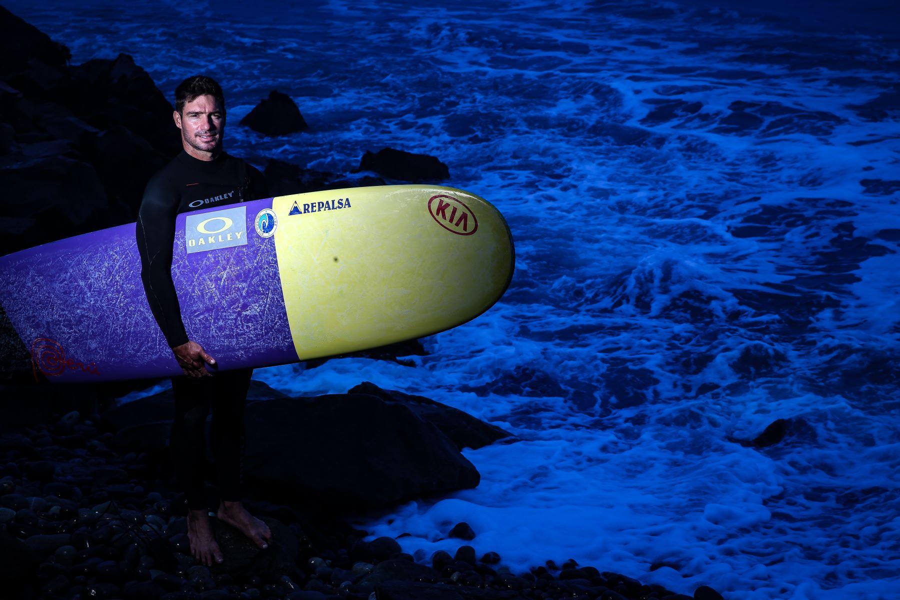 Piccolo Clemente es bicampeón mundial de surf en la categoría de Longboard. ANDINA/Luis Iparraguirre