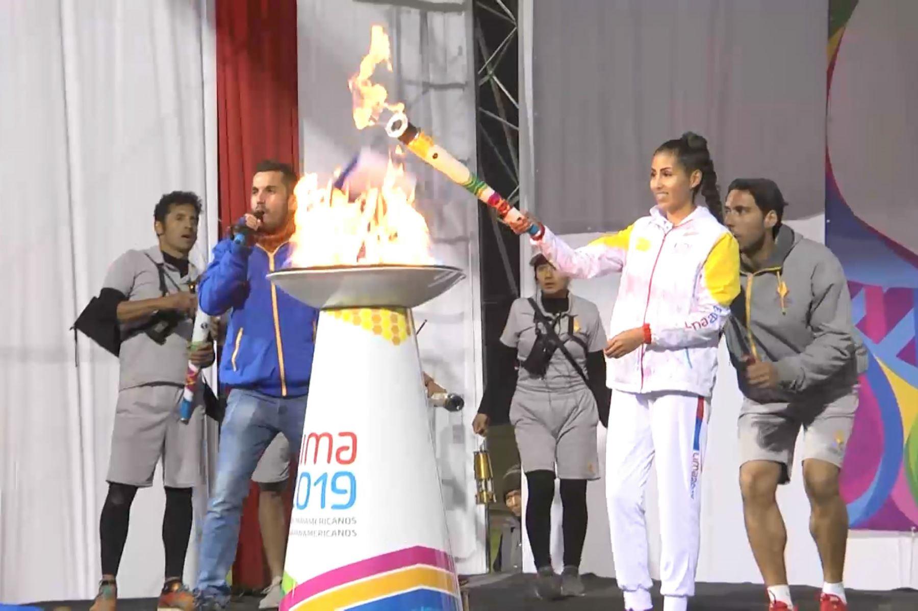 Antorcha Panamericana de Lima 2019 fue recibida por miles de personas en la ciudad de Huancayo. Foto: Pedro Tinoco