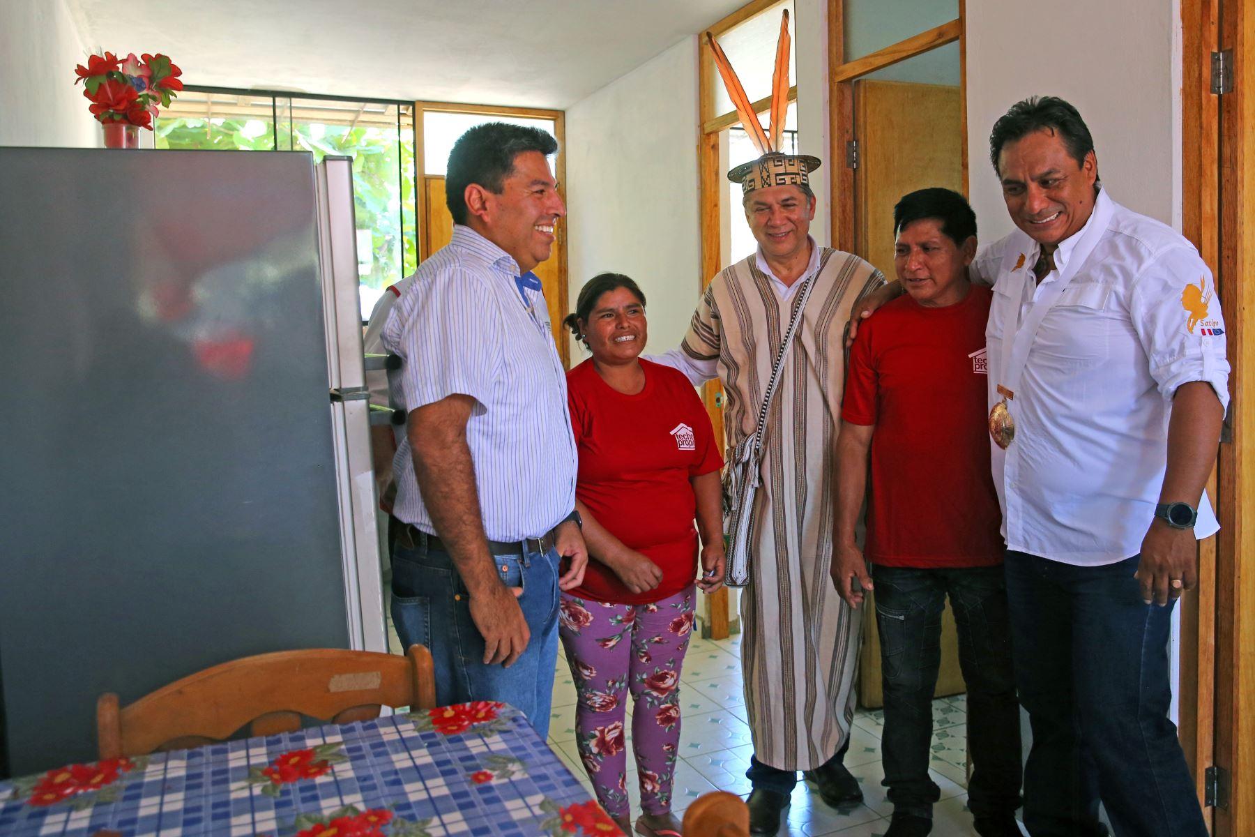 Miguel Estrada, ministro de Vivienda y Construcción. Entregó viviendas de techo propio  a familias de bajo recursos económicos  en Satipo Departamento de  Junín Foto: ANDINA/Vidal Tarqui
