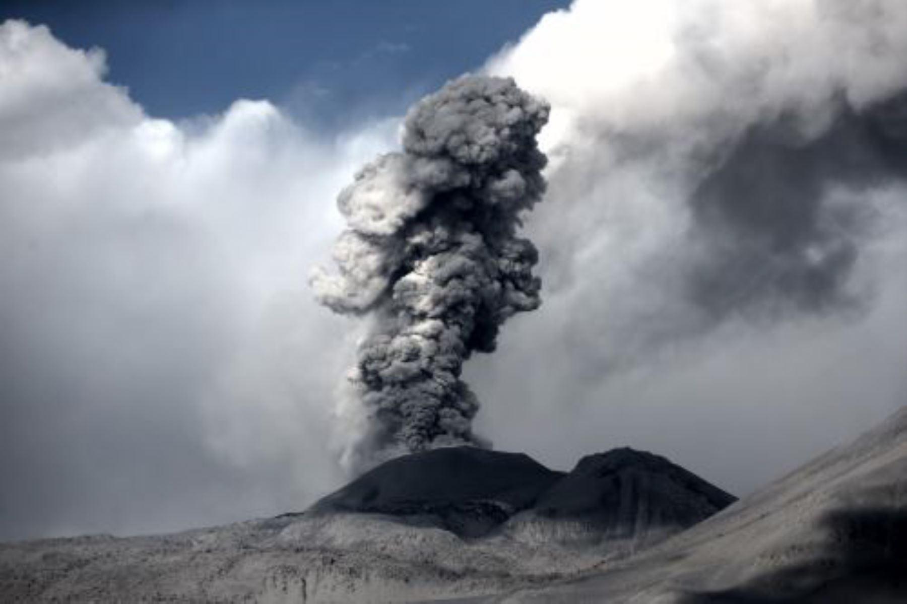 Perú cuenta con moderno servicio que alerta sobre erupciones volcánicas