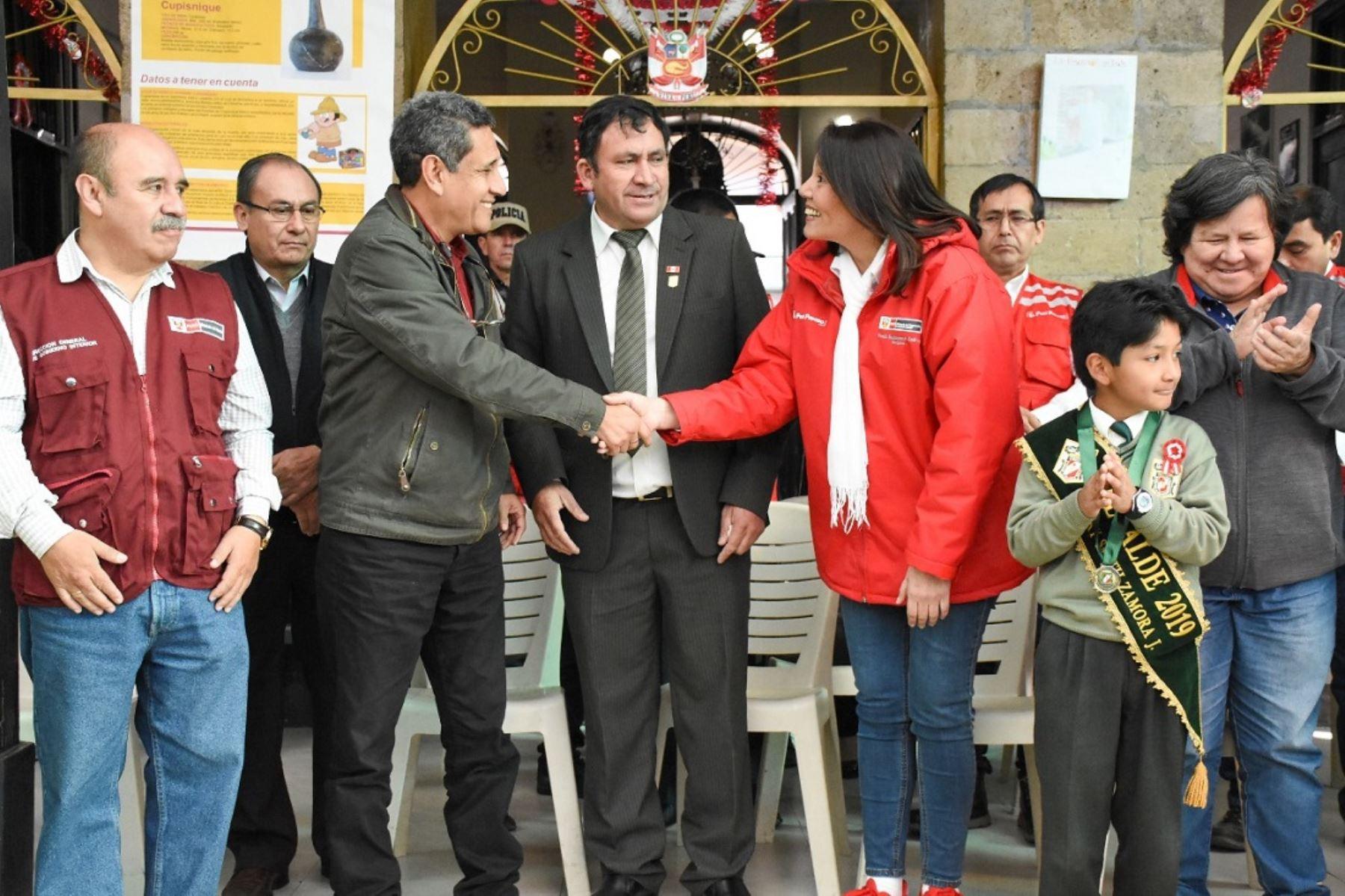 Reunión entre ministra de Desarrollo e Inclusión Social, Paola Bustamante, y gobernador regional de Cajamarca, Mesías Guevara.