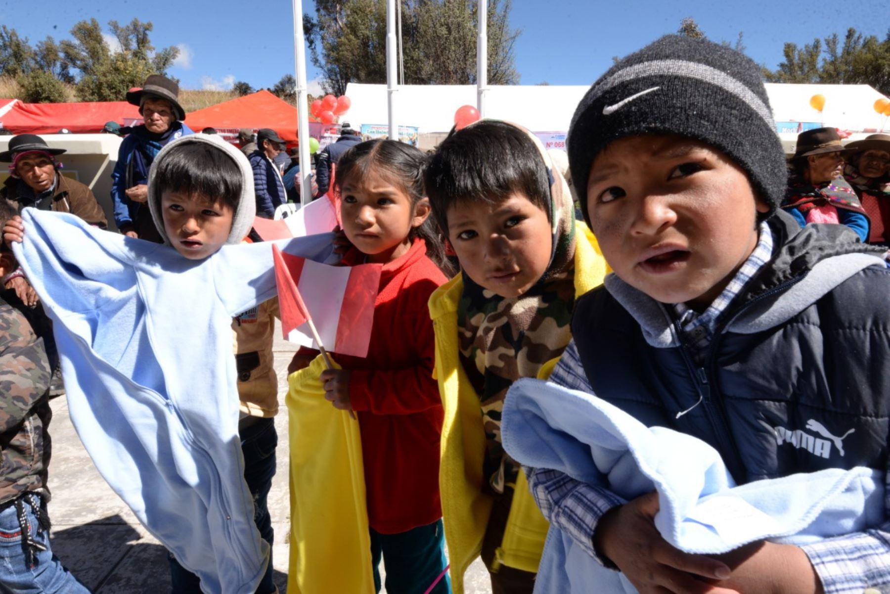 Ministerio de la Mujer y Poblaciones Vulnerables distribuye más de 97,000 kits de abrigo para niños de zonas afectadas por heladas. ANDINA/Difusión