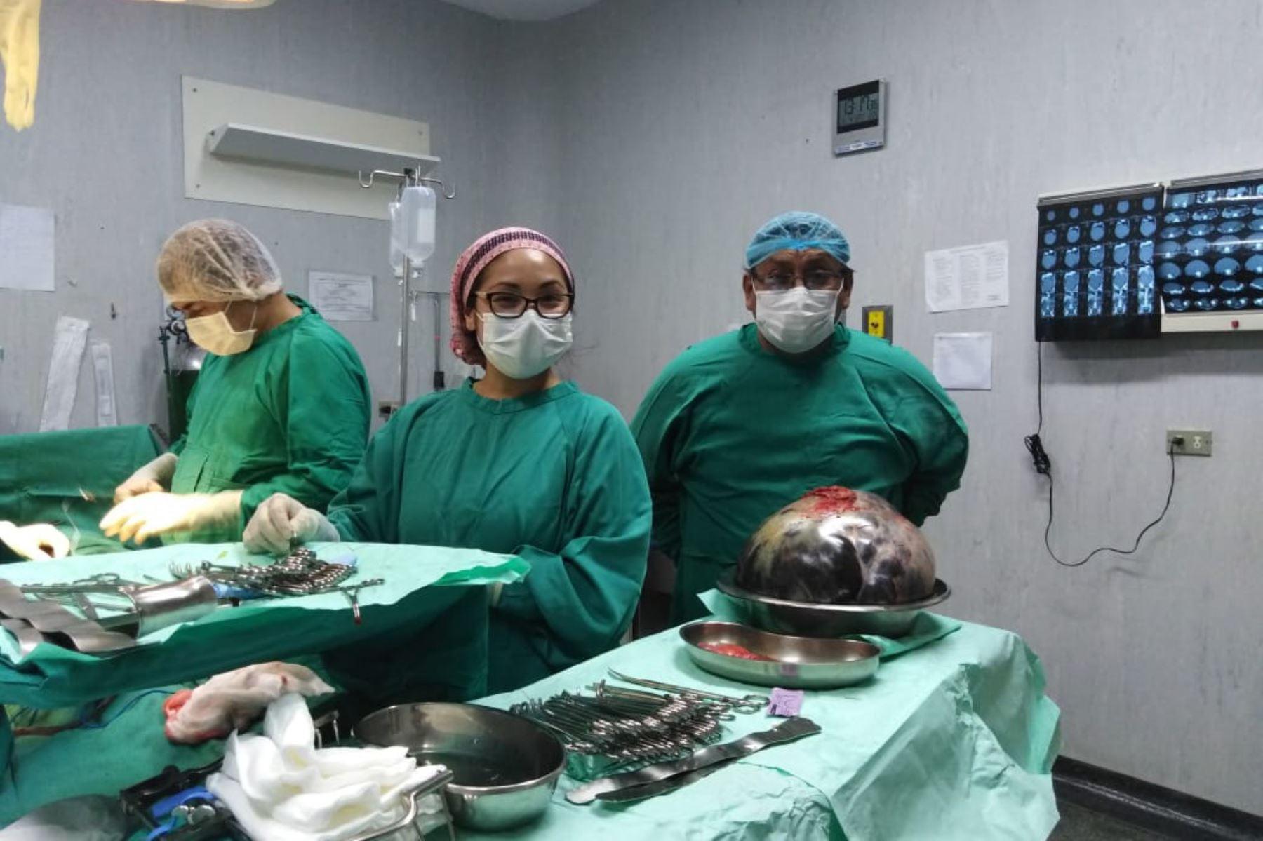 Paciente con tumor de 15 kilos en el abdomen fue operada con éxito en hospital de Ventanilla. Foto: Andina/Difusión