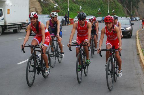 El equipo peruano de Triatlón recibió uniforme oficial  para los Panamericanos Lima 2019