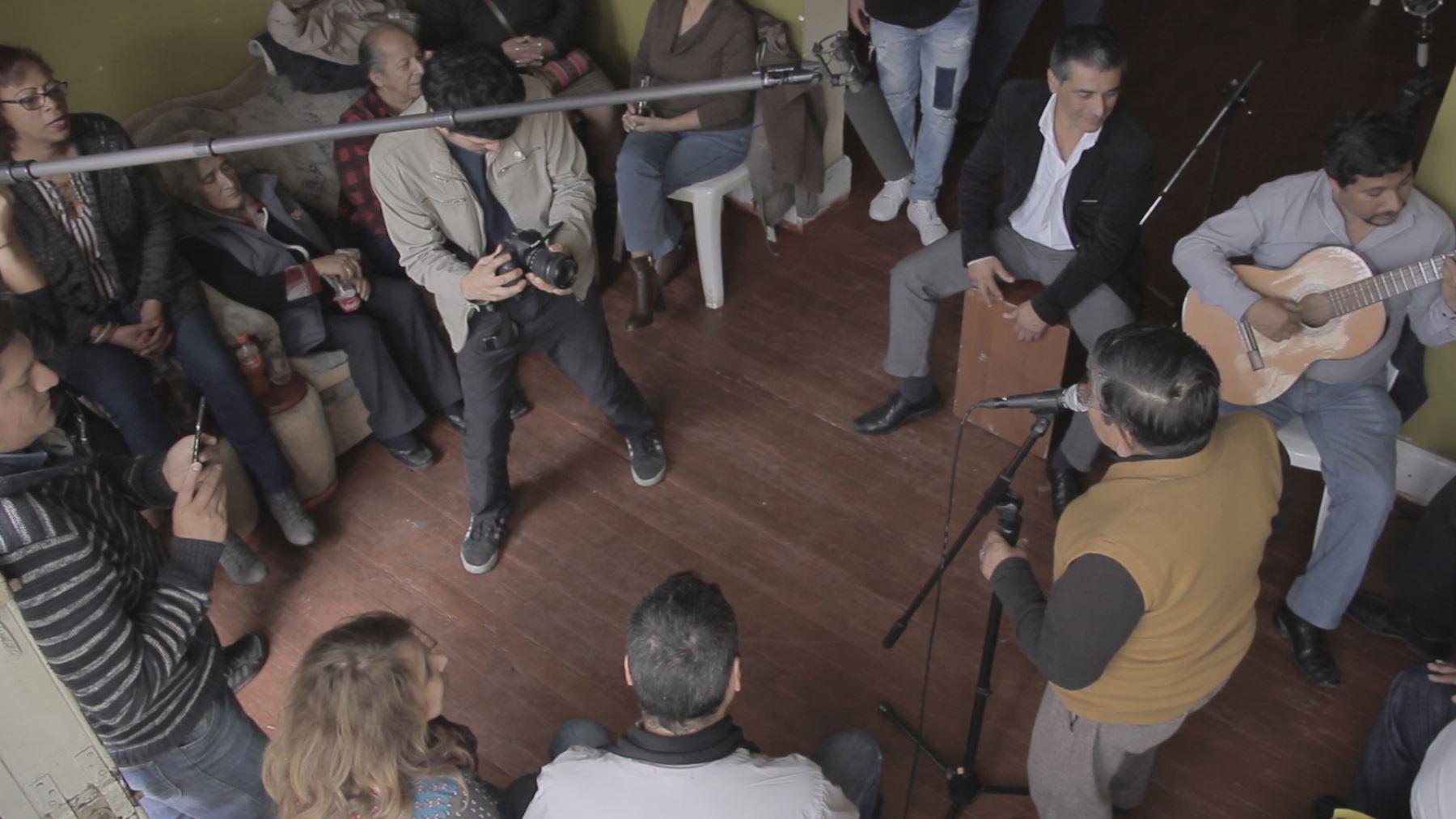 """Escena de la filmación de """"Mi Barrios Altos Querido"""", del documentalista Jimmy Valdivieso. Imagen: Cortesía"""