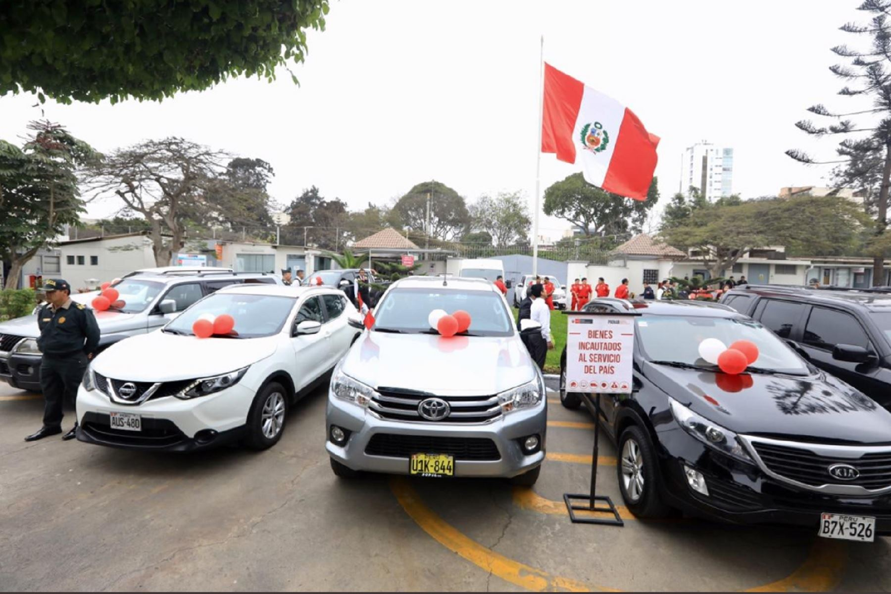 Minjus entrega vehículos a PNP