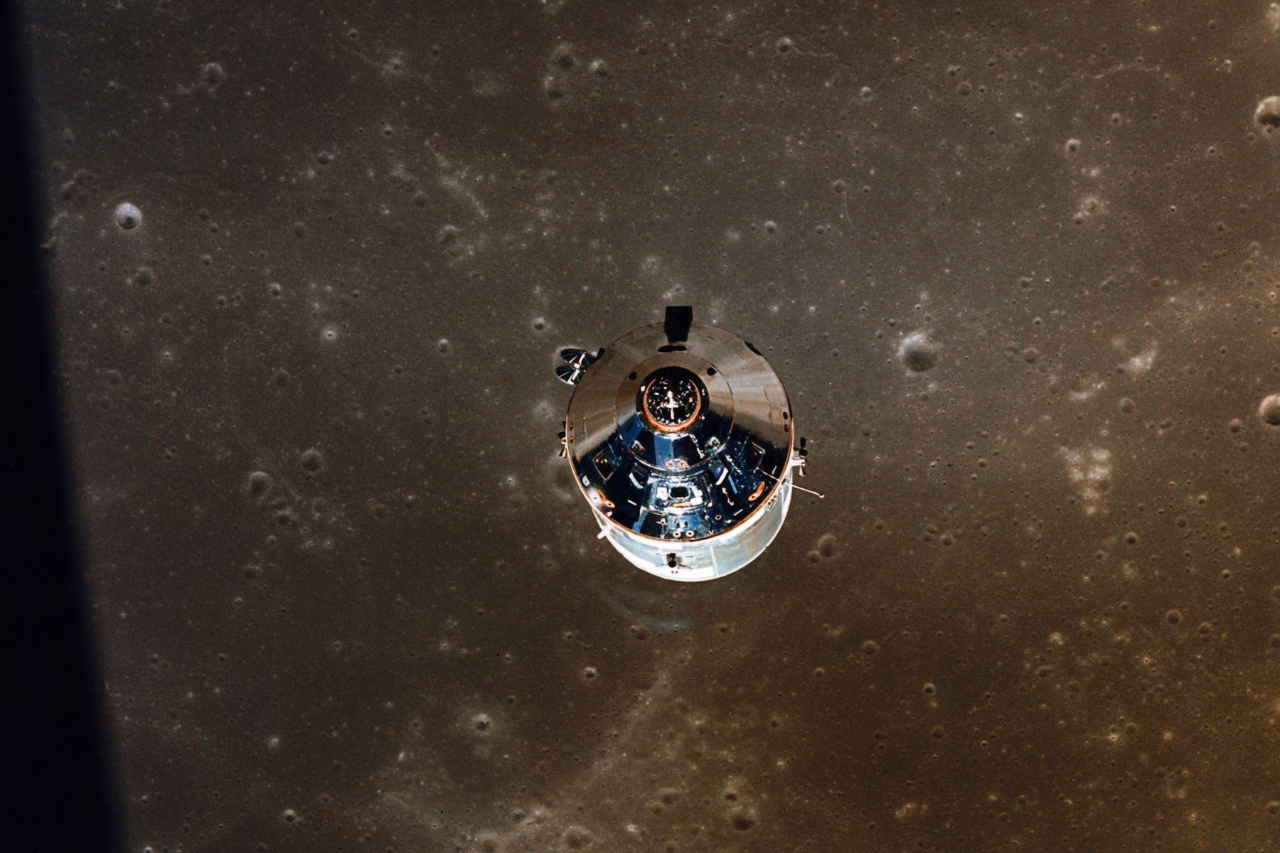 Foto tomada por el módulo lunar (LM) de los módulos de comando y servicio del apolo XI en órbita lunar durante la misión de aterrizaje.Foto: AFP