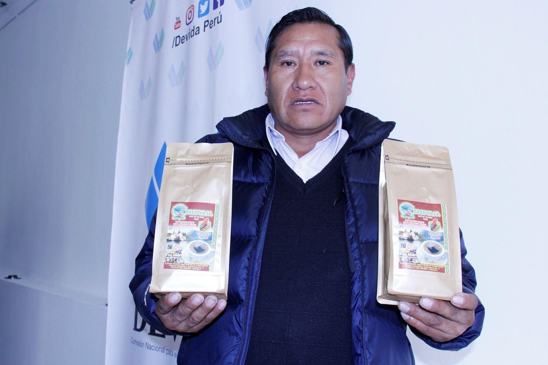 Raúl Mamani es un destacado productor cafetalero de Puno que ha obtenido premios internacionales.