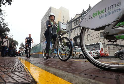 Ceremonia de inauguración del primer servicio público de bicicletas en el Perú, CityBike Lima