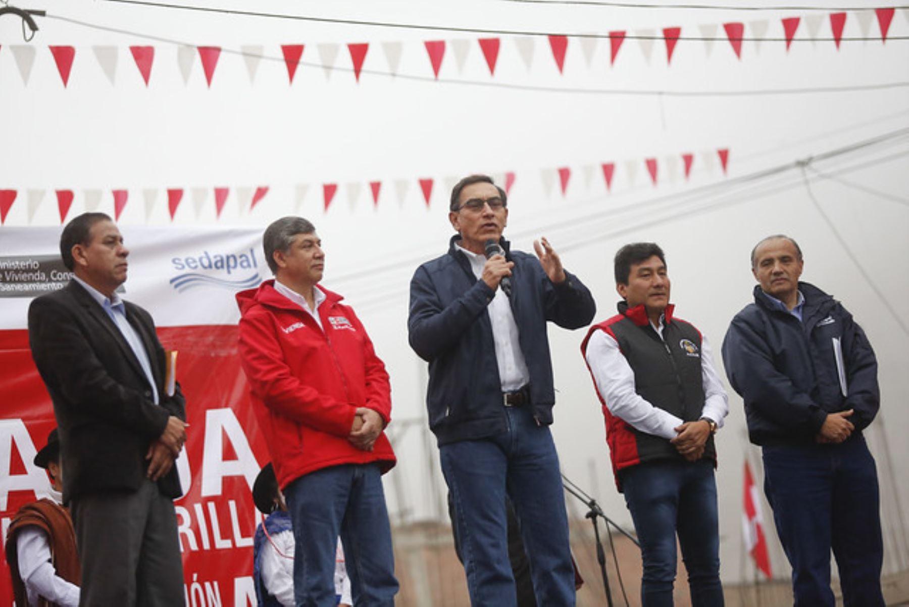 Presidente Martín Vizcarra participa en obras de entrega de agua y alcantarillado en Ate Vitarte.
