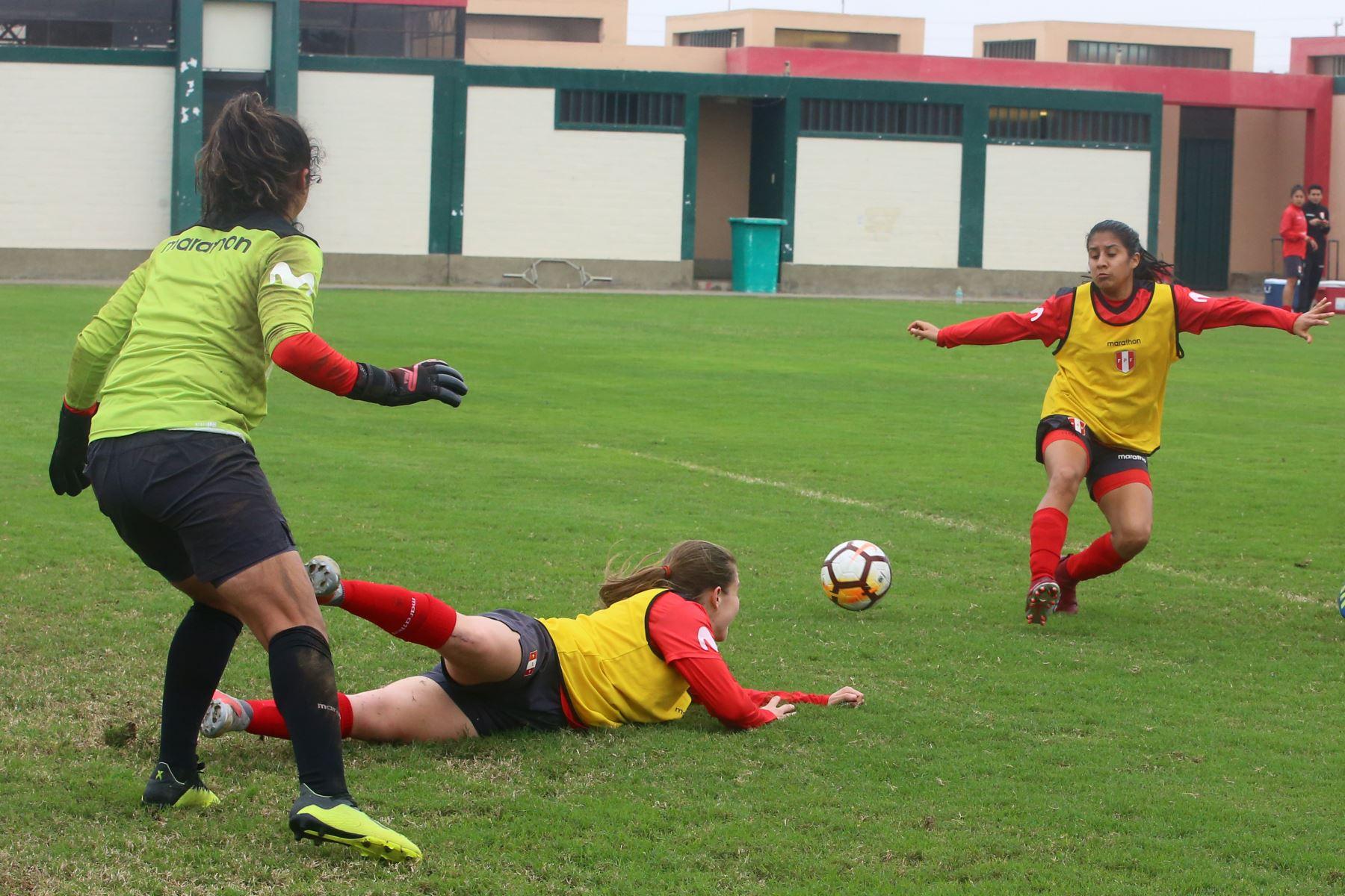 Entrenamiento de la selección peruana de fútbol femenino con miras a Lima 2019 en Chincha- Ica.  Foto: ANDINA/Vidal Tarqui