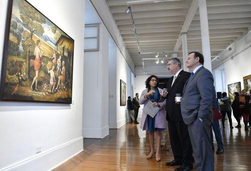 """Ministros de Cultura y Relaciones Exteriores inauguran exposición """"De la Creación al Diluvio"""" los lienzos de hualahoyo"""