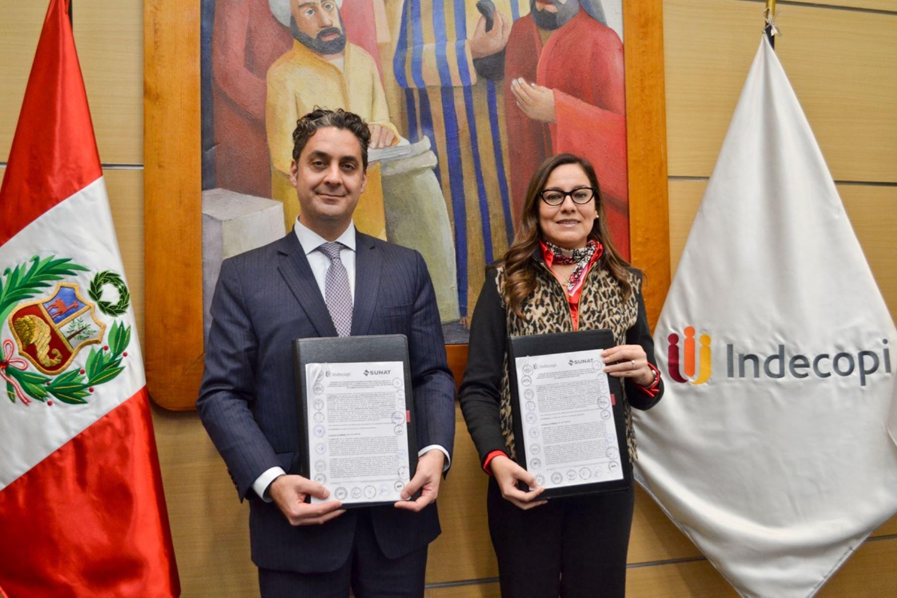Titulares de Indecopi y Sunat firman convenio de cooperación. Foto: Cortesía.
