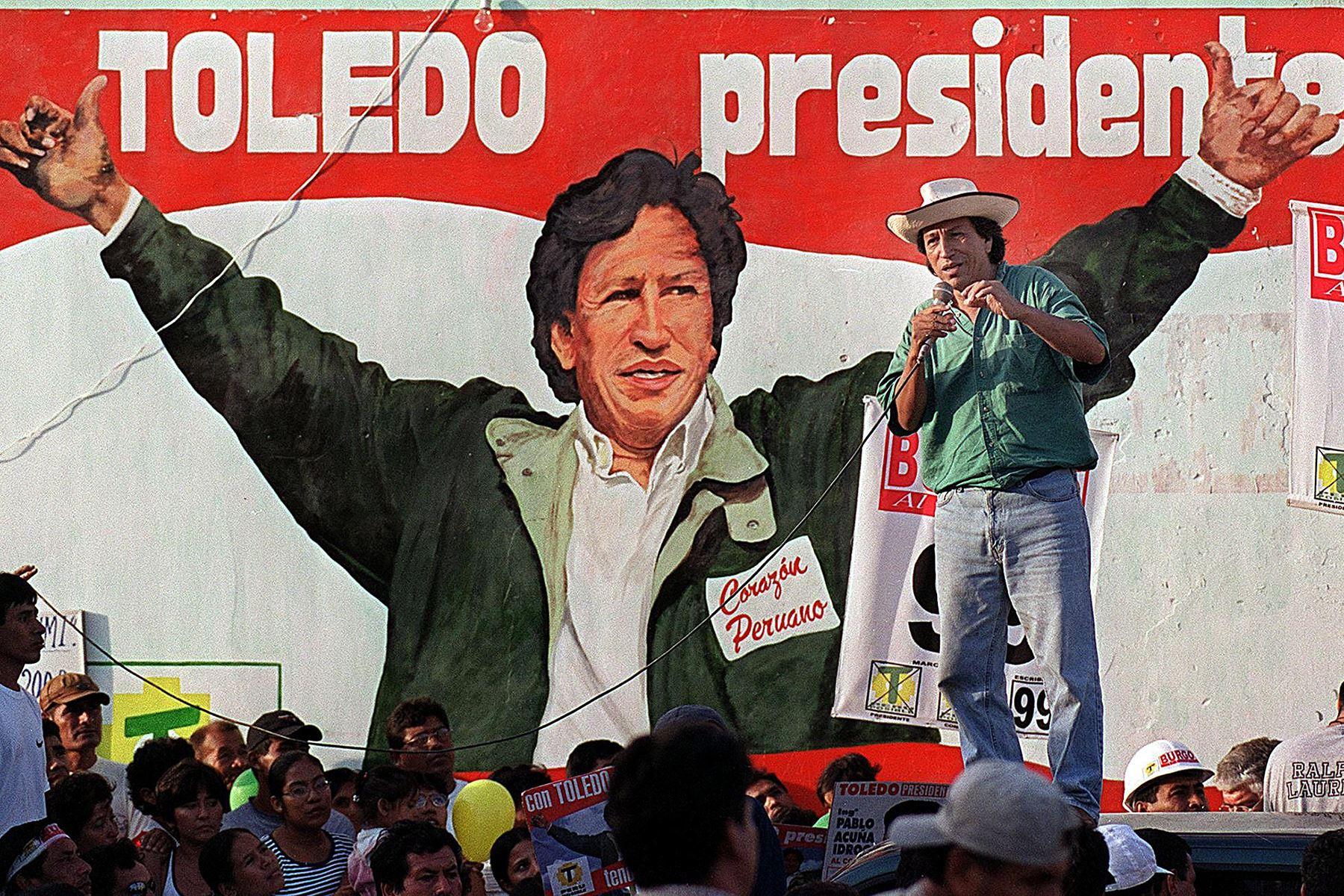 Alejandro Toledo, dando un discurso en la ciudad de Chiclayo el 17 marzo 2000. Toledo disputará con el presidente y el candidato Alberto Fujimori las elecciones del 09 de Abril próximo.  Foto: AFP