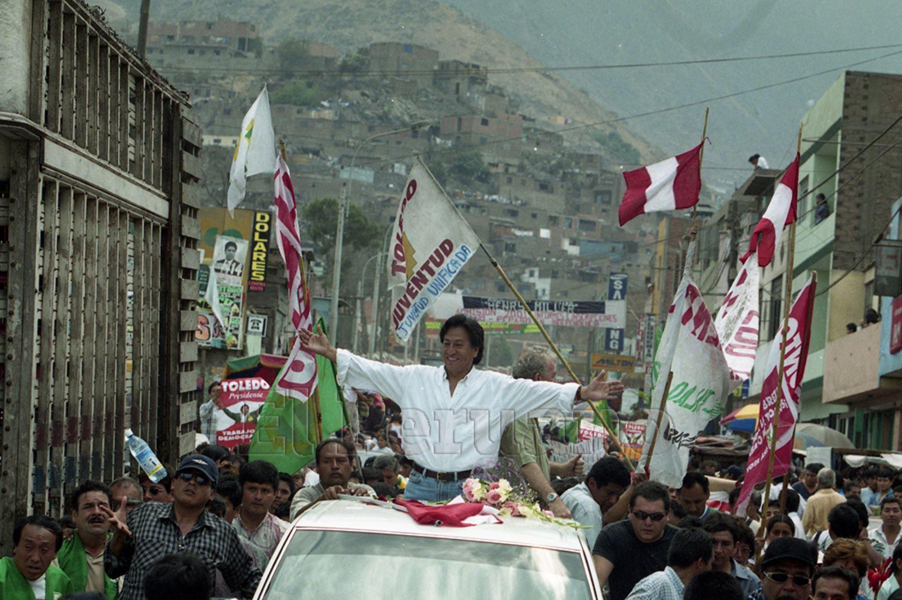 Lima - 21 enero 2001 / Alejandro Toledo, candidato presidencial por Perú Posible, durante la campaña electoral del 2001.  Foto: Archivo Histórico de EL PERUANO