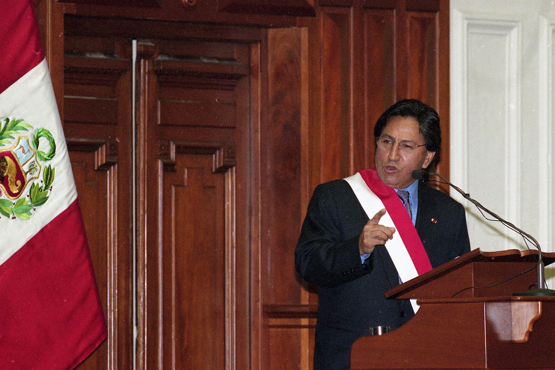 Lima - 28 julio 2001 / Juramentación y mensaje a la nación de Alejandro Toledo Manrique nuevo presidente constitucional de la República.  Foto: Archivo Histórico de EL PERUANO