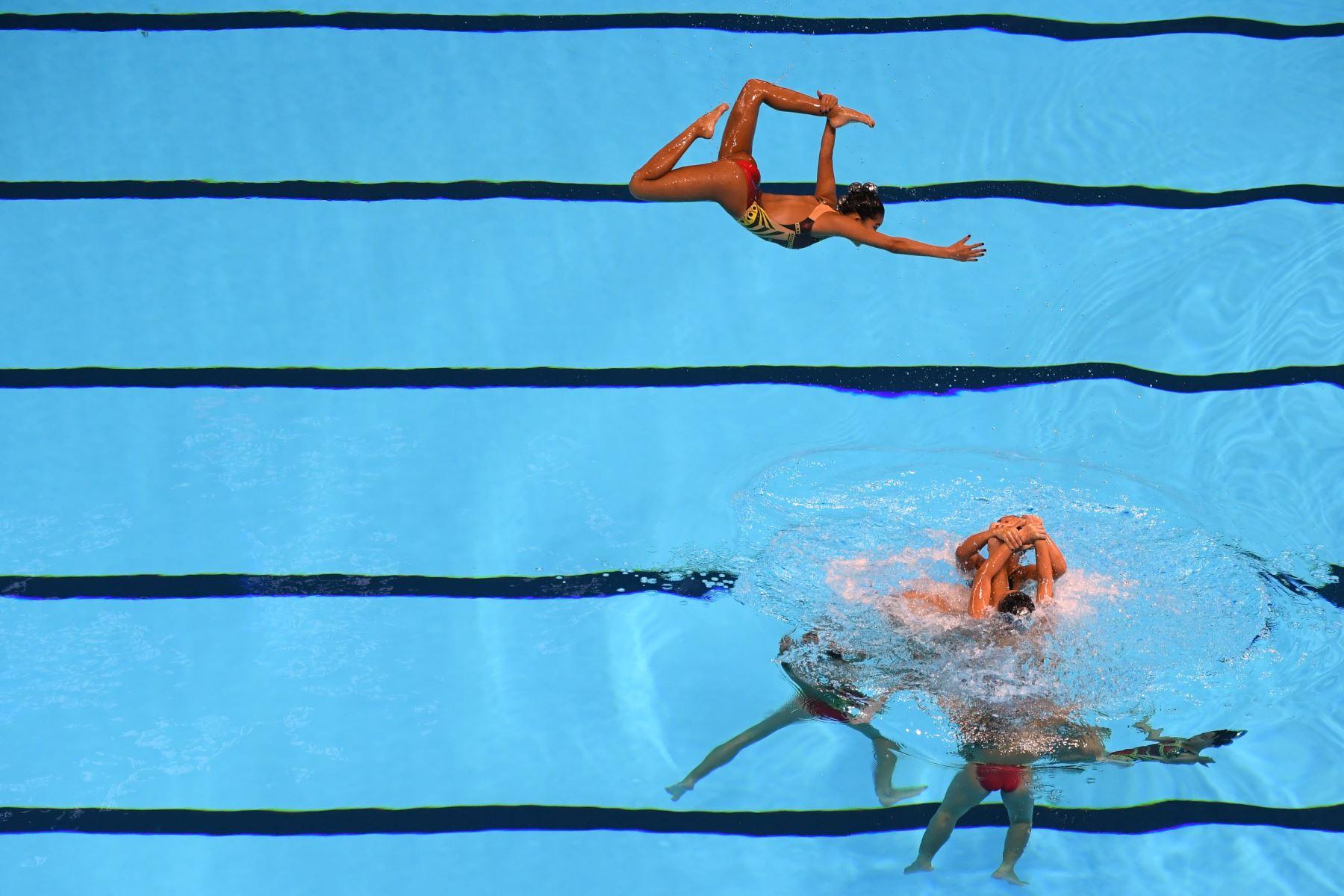 El equipo de Singapur compite en el evento de natación artística durante el campeonato mundial 2019 en Corea del Sur. Foto: AFP