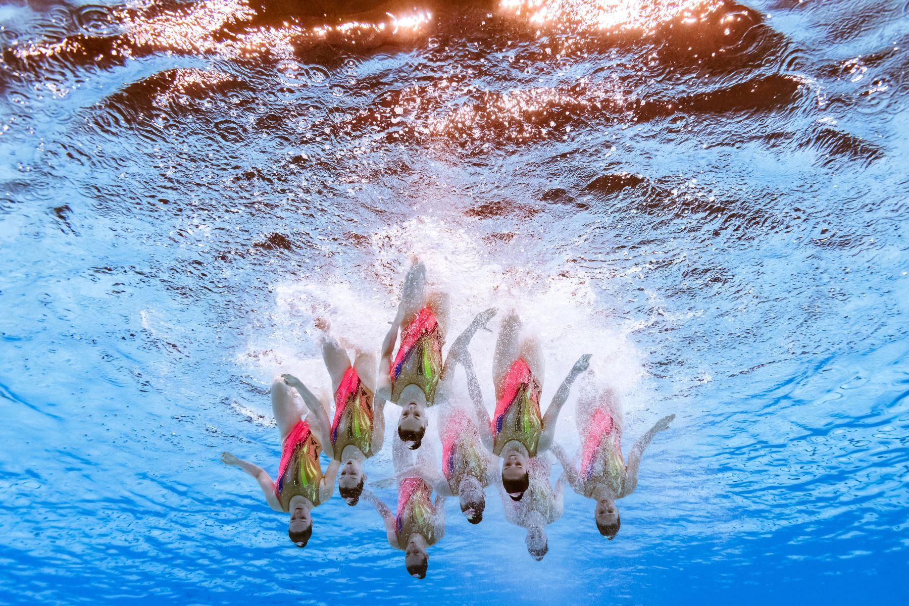 El equipo de Francia compite en el evento de natación artística durante el campeonato mundial 2019 en Corea del Sur. Foto: AFP