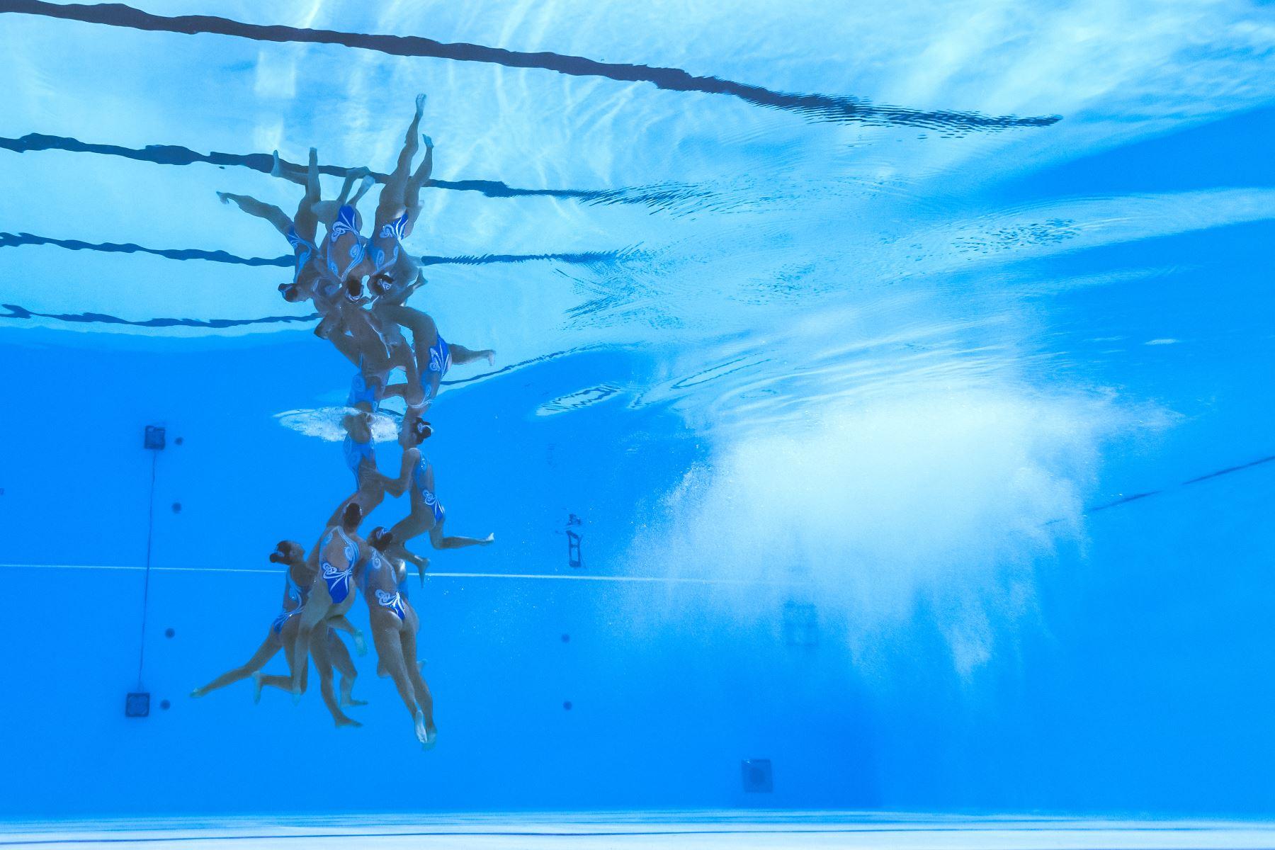 El equipo de Kazajistán compite en el evento de natación artística durante el campeonato mundial 2019 en Corea del Sur. Foto: AFP