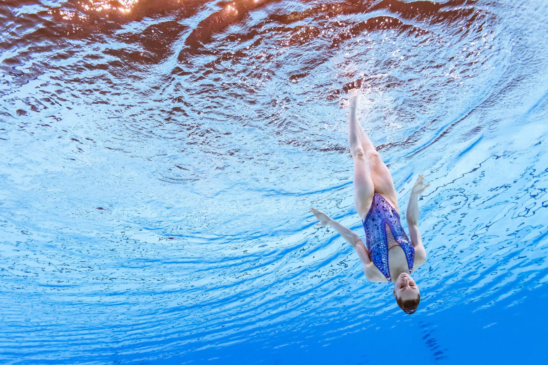 Eve Plainex de Francia compite en el evento de natación artística durante el campeonato mundial 2019 en Corea del Sur. Foto: AFP