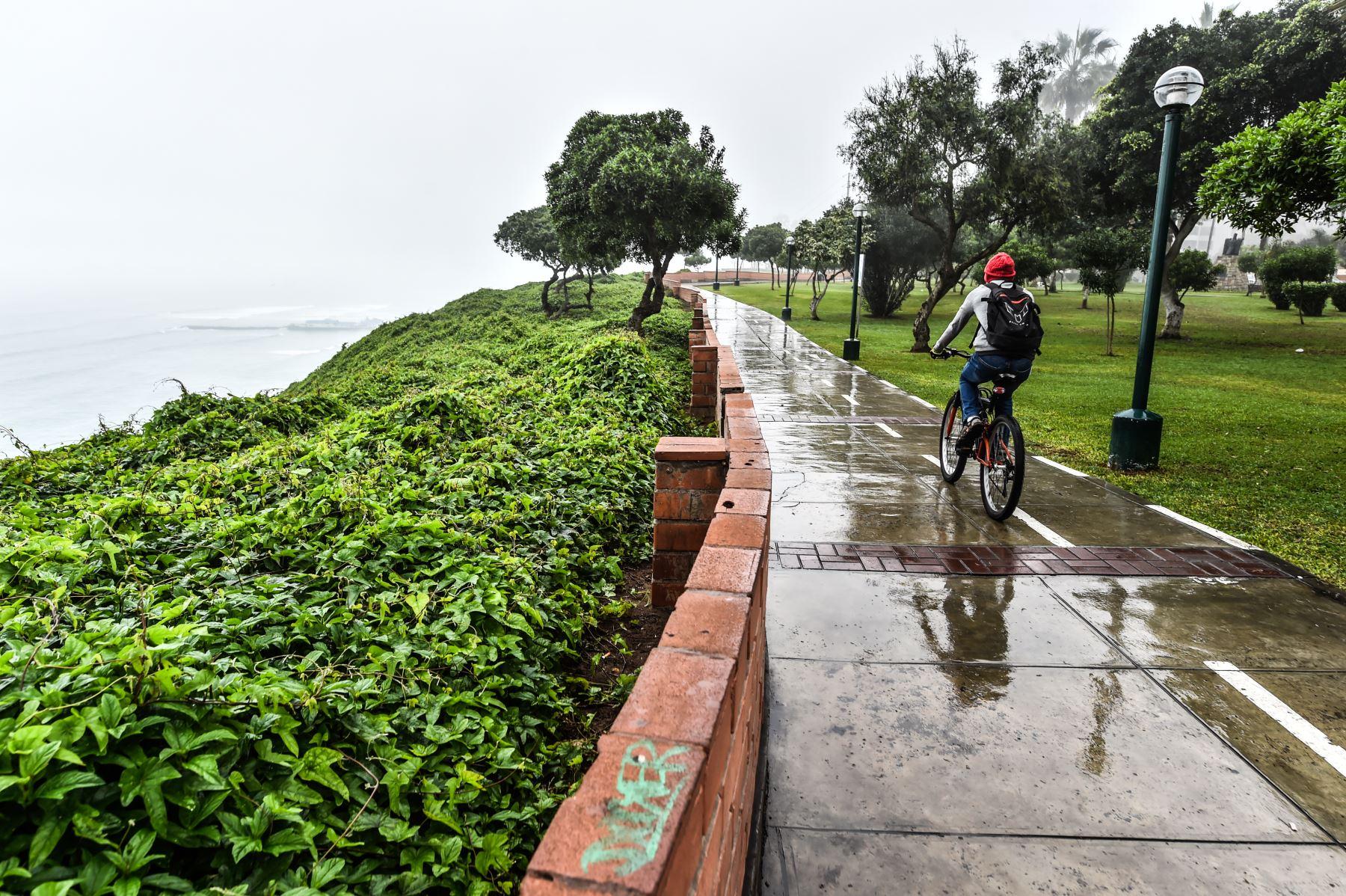 Ambientes del Malecón de la Reserva, Miraflores Foto: ANDINA/ José Sotomayor