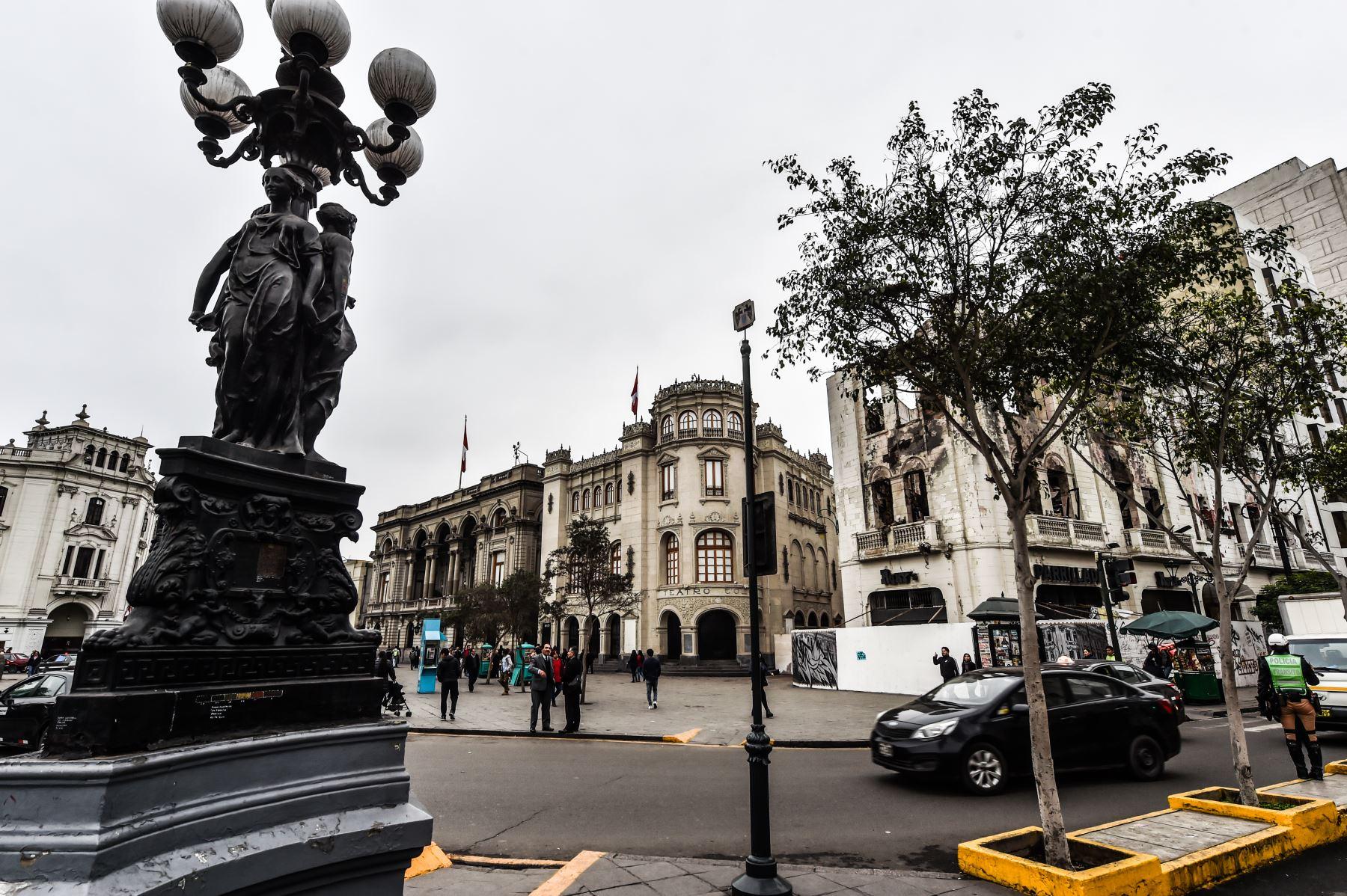 Plaza San Martín con vista hacia el Teatro Colón  ANDINA/ José Sotomayor