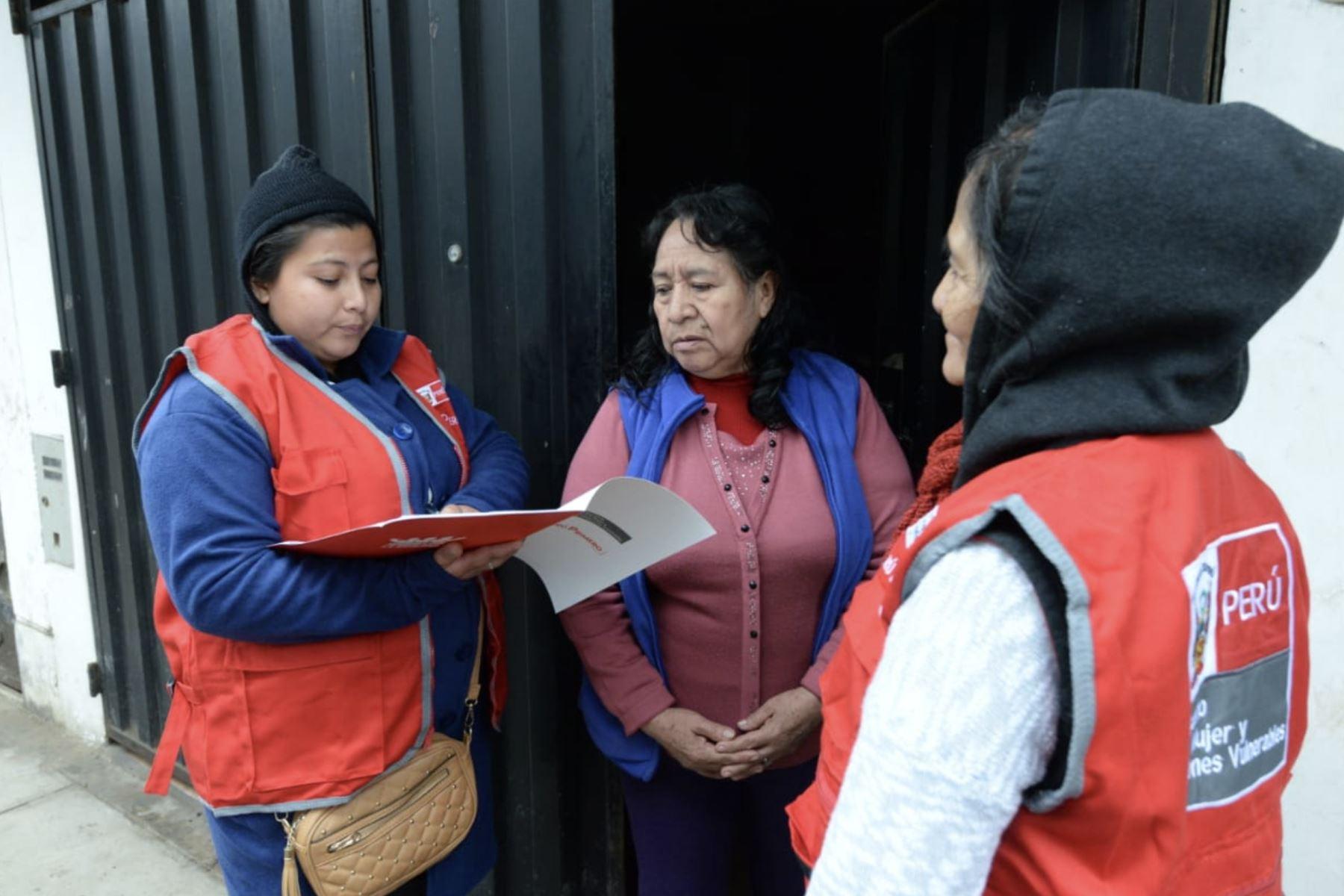 Estrategia de casa por casa del Programa facilitadoras y facilitadores en Acción es un éxito para prevenir la violencia de género.Foto:  ANDINA/Difusión