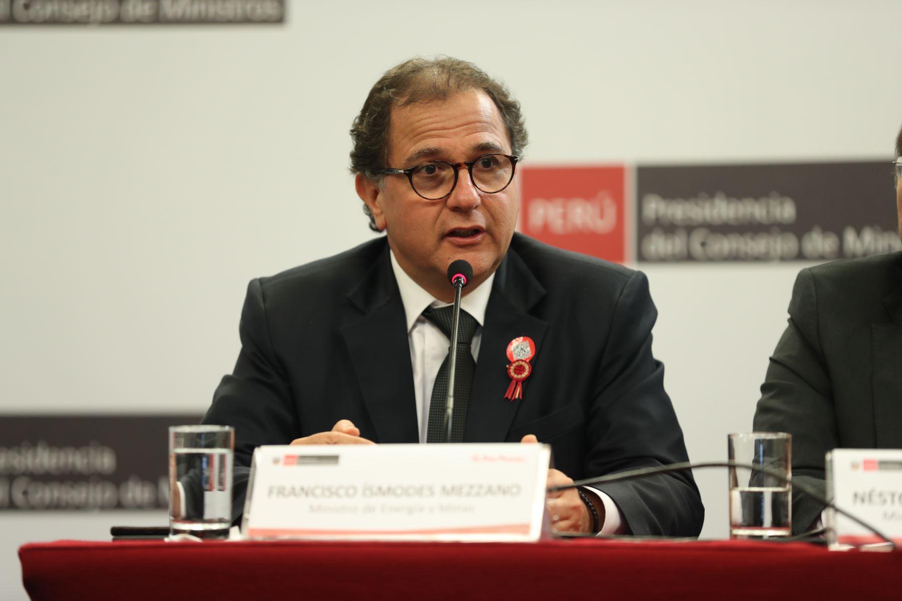 Ministro de Energía y Minas, Francisco Ísmodes, brinda conferencia de prensa para abordar temas de la coyuntura nacional luego de la reunión del Consejo de Ministros. Foto: ANDINA/Prensa Presidencia