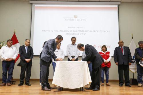 Jefe de Estado lidera ceremonia de firma de contrato del proyecto de Instalación de las centrales hidroeléctricas Moquegua I y III