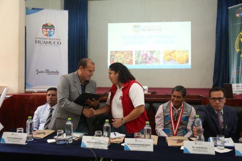 La ministra de Agricultura y Riego, Fabiola Muñoz, trabajó con autoridades de Huánuco una agenda que prioriza la ejecución de obras hidráulicas, en beneficio de la agricultura familiar.
