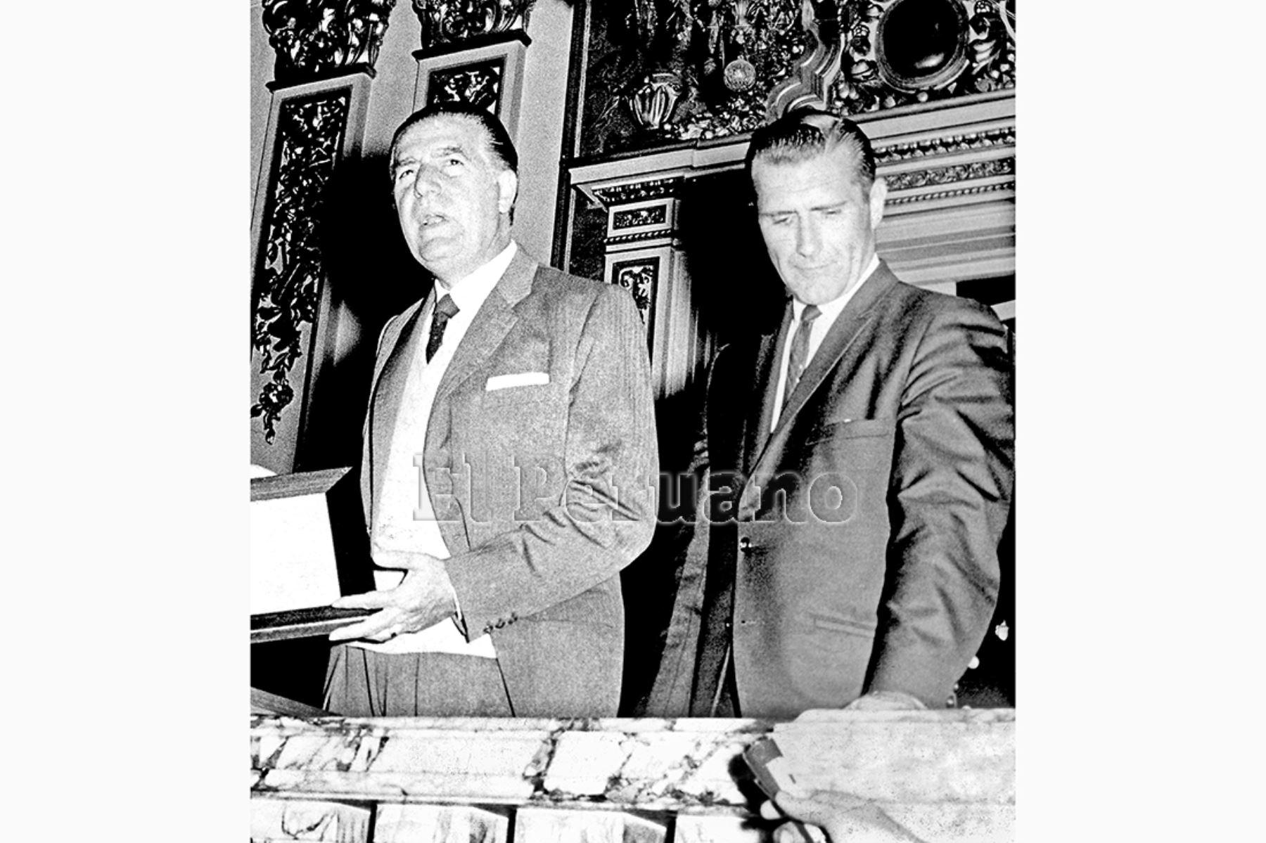 Lima - 13 octubre 1966 / El presidente Fernando Belaúnde Terry recibió en Palacio de Gobierno a los astronautas nortenamericanos Neil Armstrong y Richard Gordon. Foto: Archivo Histórico de EL PERUANO