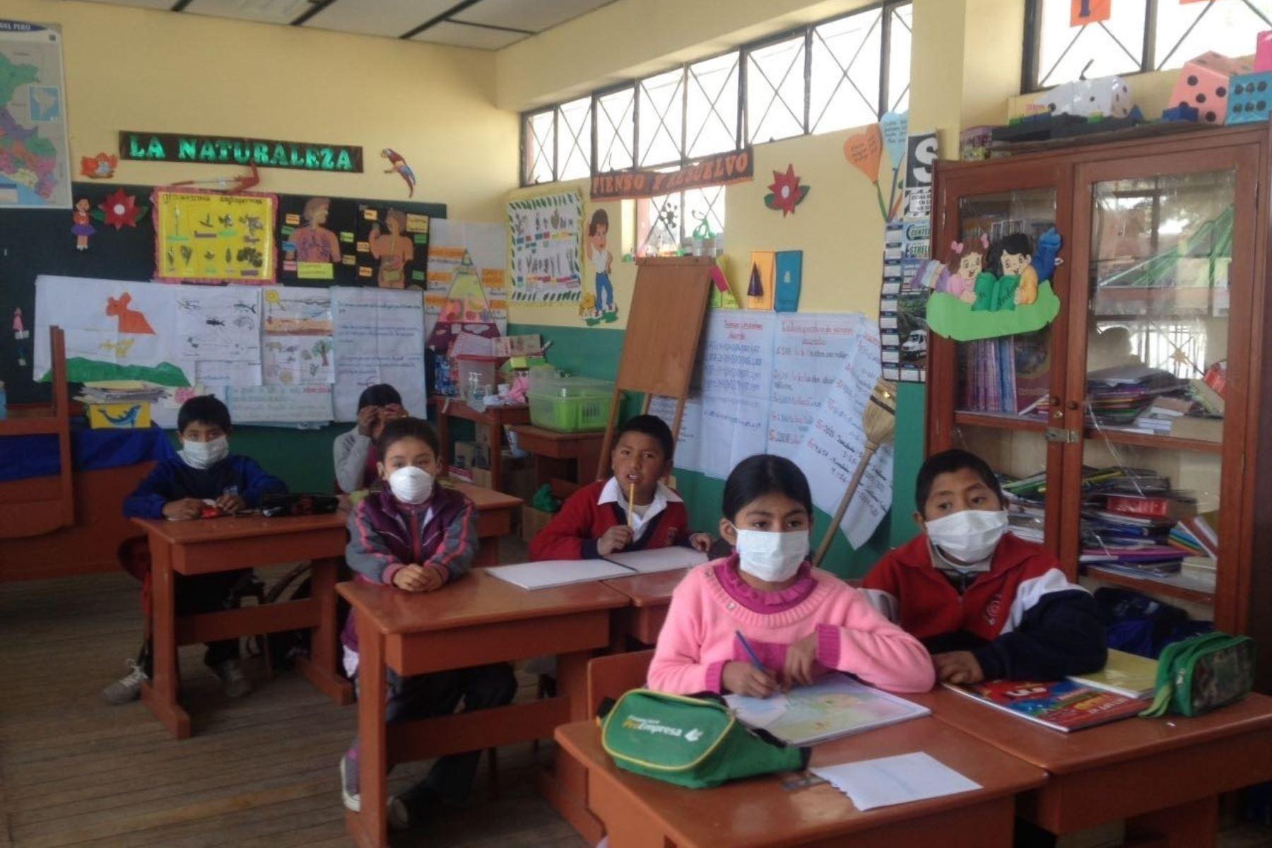 Suspenden clases en los colegios ubicados cerca del volcán Ubinas, ubicado en Moquegua, por explosiones y expulsión de cenizas que registró este macizo. ANDINA/archivo