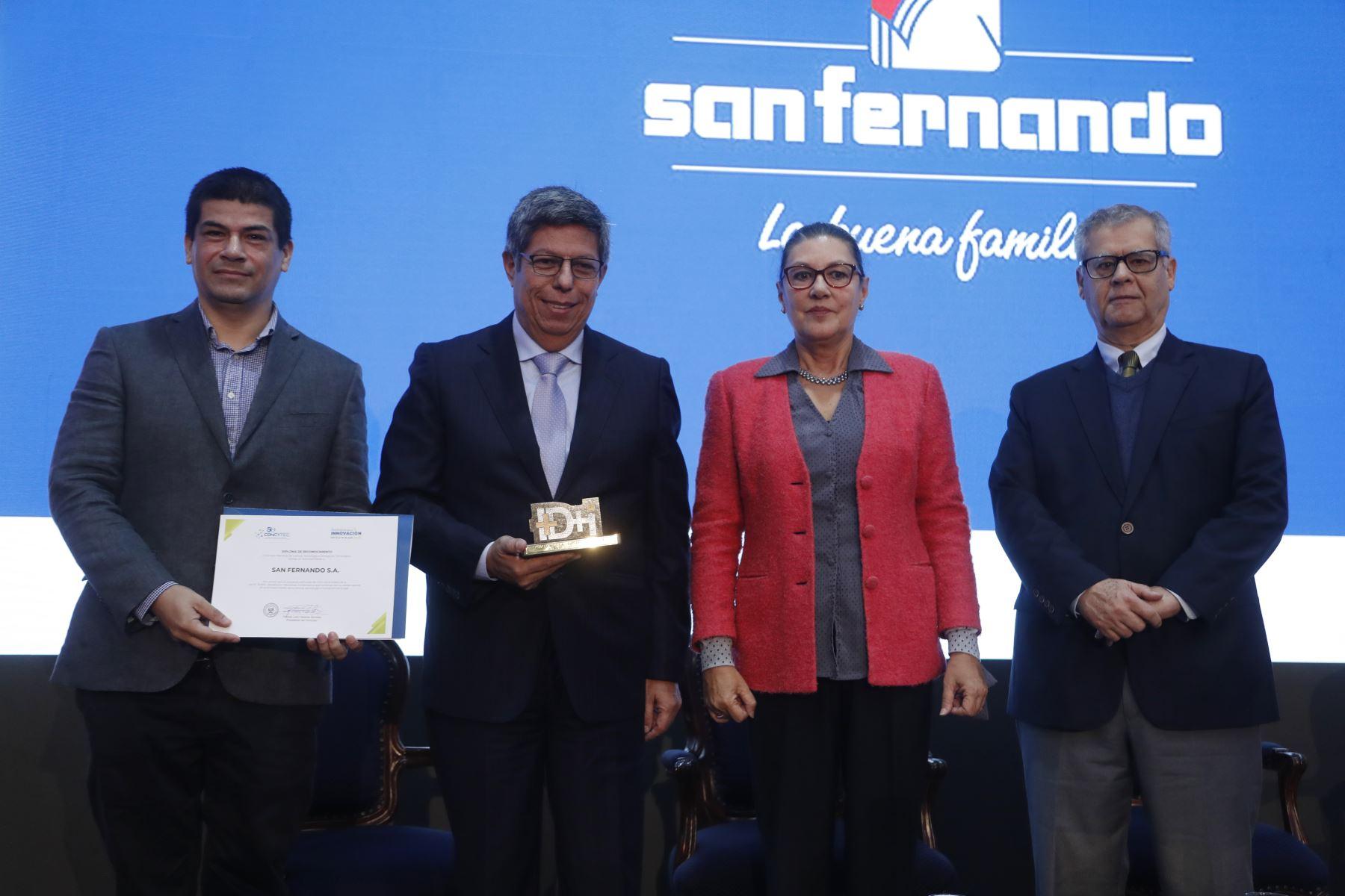 Reconocimiento a la empresa San Fernando, en la Semana Nacional de la Innovación. Foto: ANDINA/Josue Ramos
