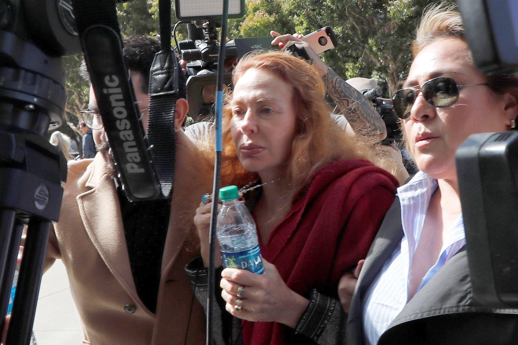 Eliane Karp, esposa de Alejandro Toledo, llegó a la sede del edificio federal Phillip Burton, donde se efectuá la audiencia de fianza contra el expresidente.Foto:EFE