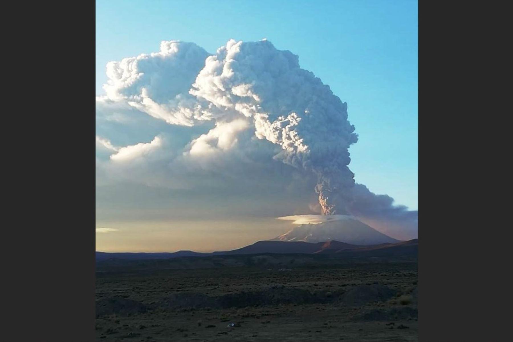 Cenizas expulsadas por el volcán Ubinas llegan hasta Bolivia. Foto: IGP