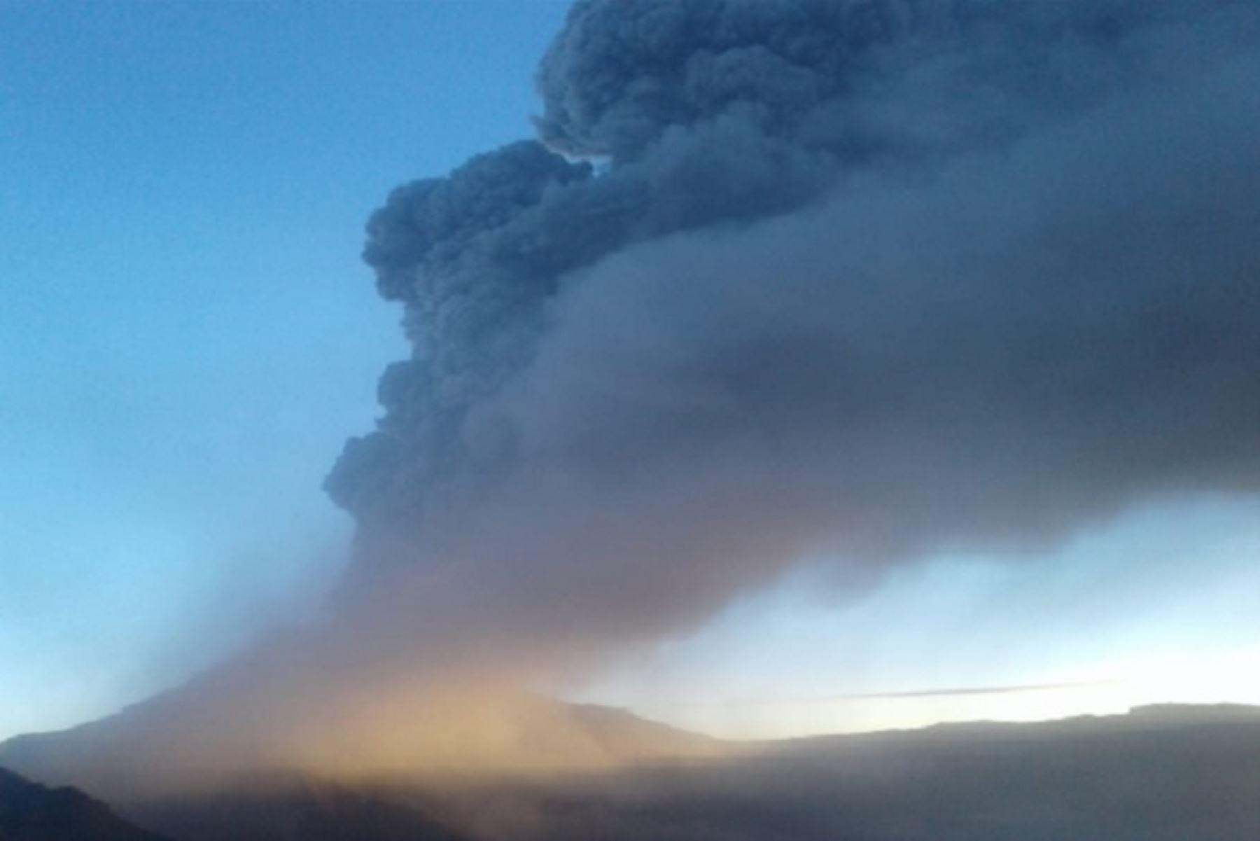 Gobierno Regional Moquegua eleva de amarilla a naranja alerta del volcán Ubinas